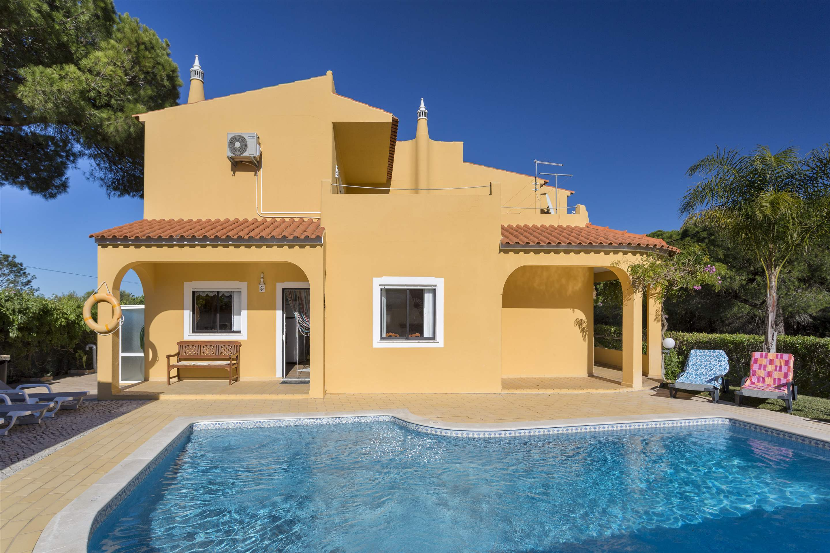 Casa Luis, 5 bedroom villa in Vilamoura Area, Algarve