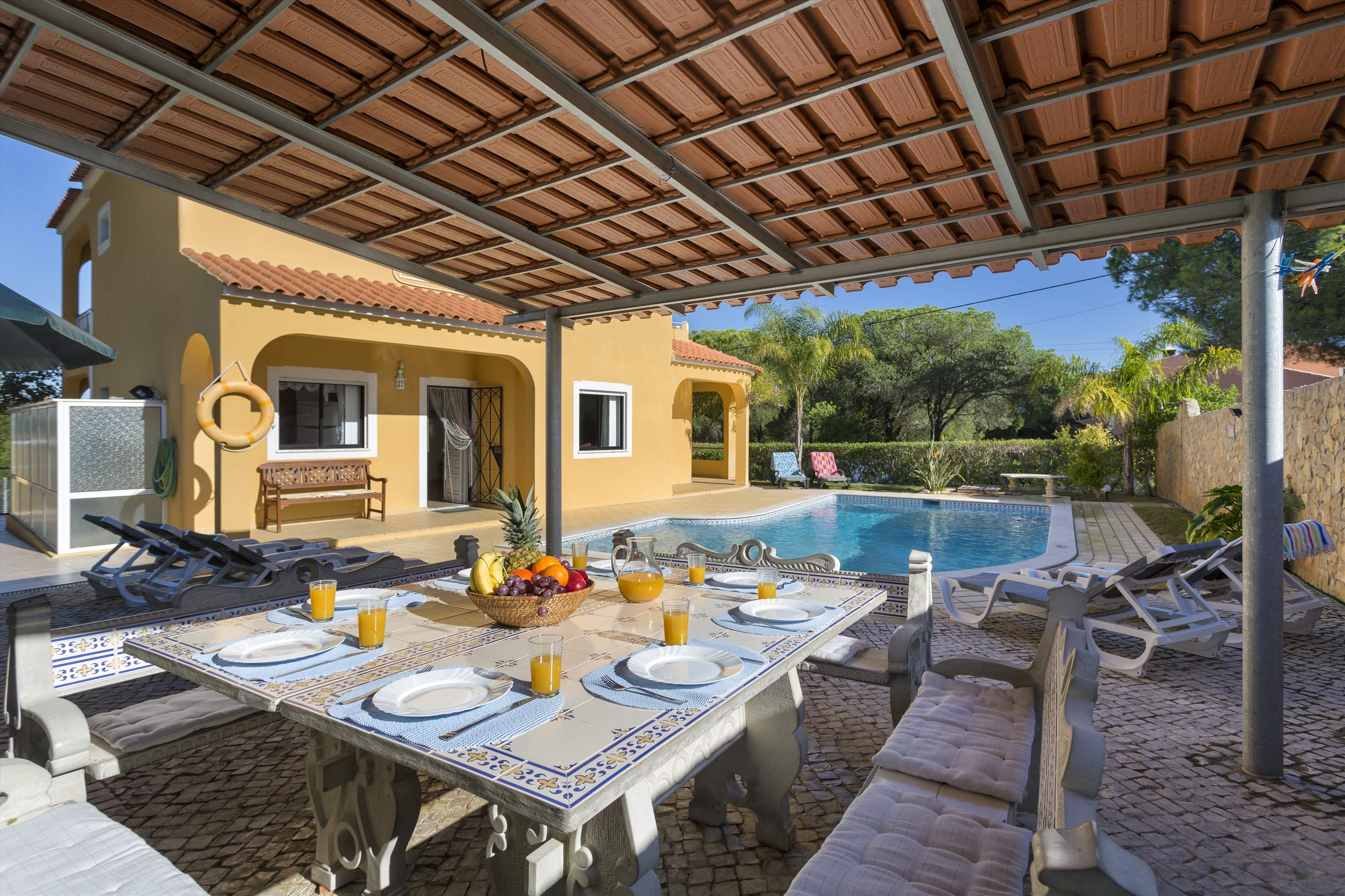 Casa Luis, 5 bedroom villa in Vilamoura Area, Algarve Photo #2