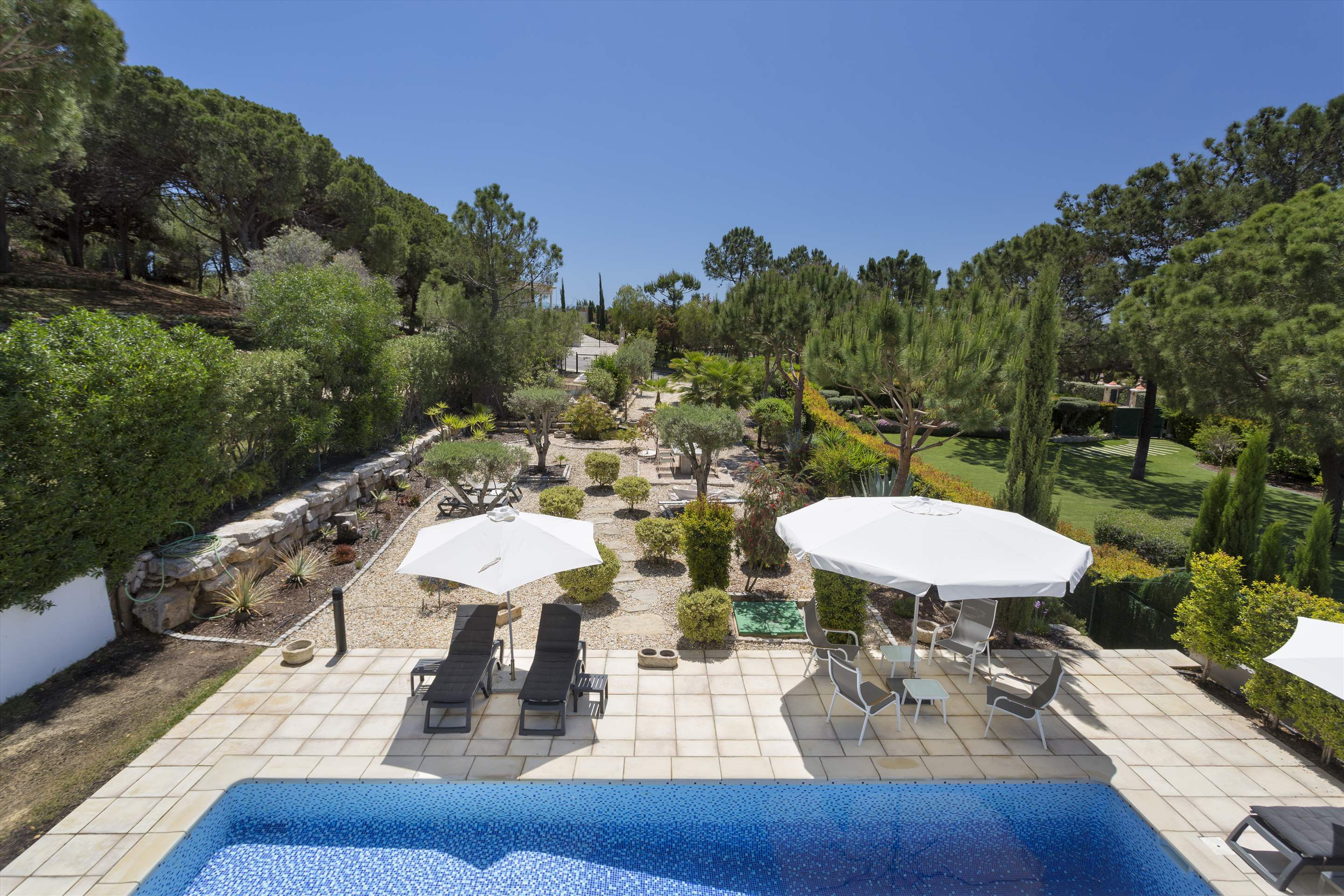 Villa Selena, 2 bedroom villa in Quinta do Lago, Algarve Photo #14