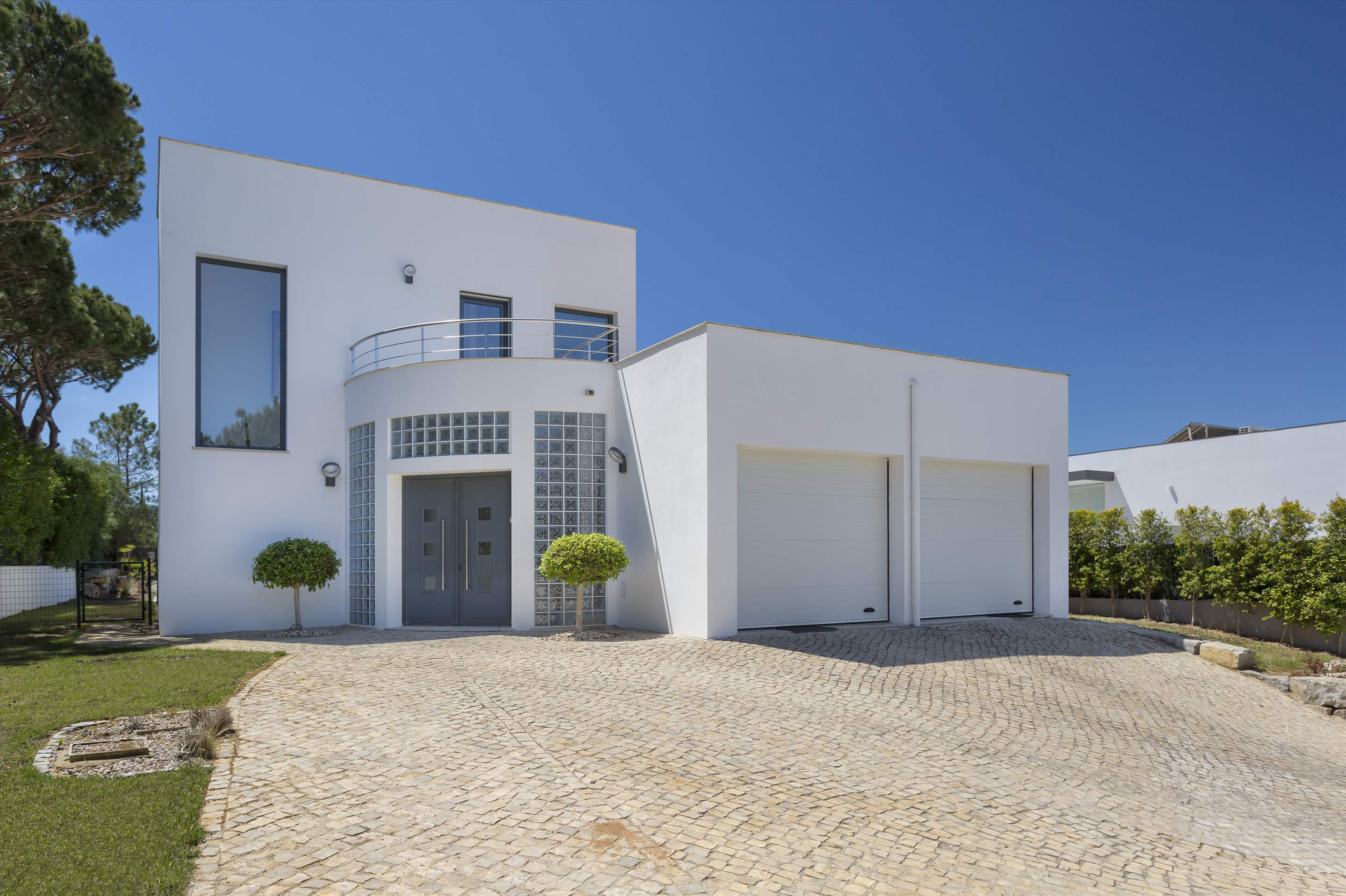 Villa Selena, 2 bedroom villa in Quinta do Lago, Algarve Photo #16