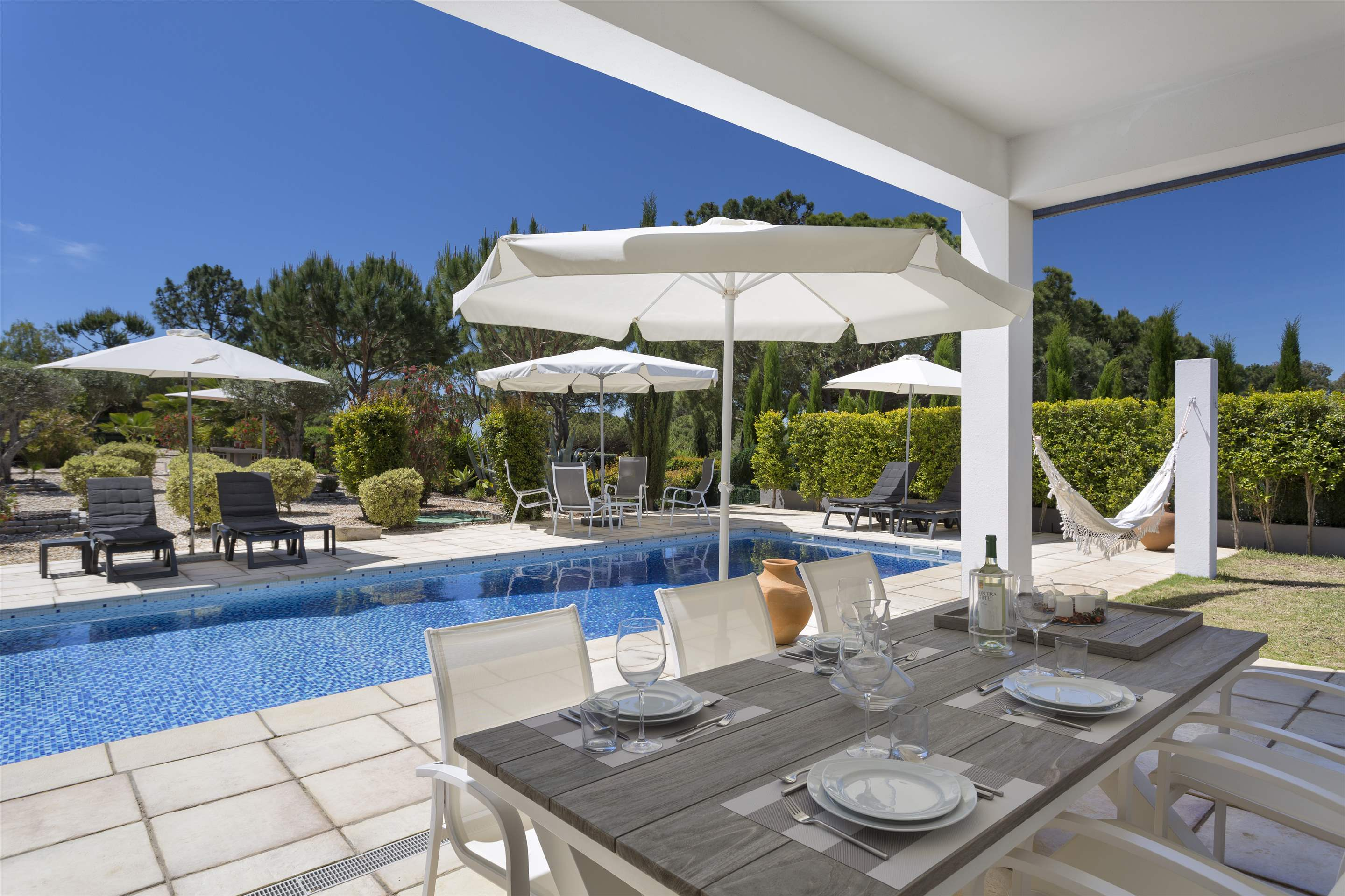 Villa Selena, 2 bedroom villa in Quinta do Lago, Algarve Photo #2