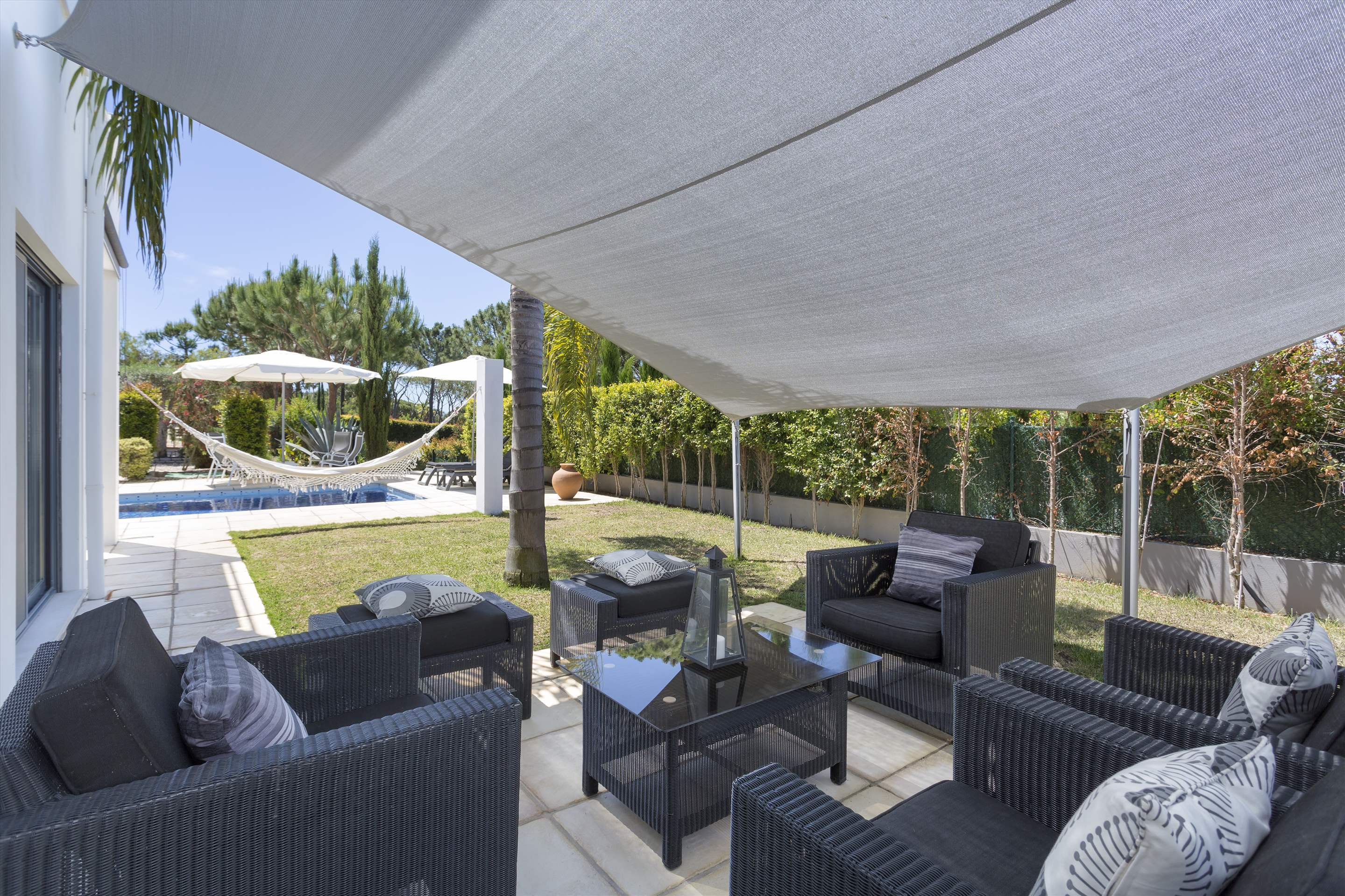 Villa Selena, 2 bedroom villa in Quinta do Lago, Algarve Photo #3