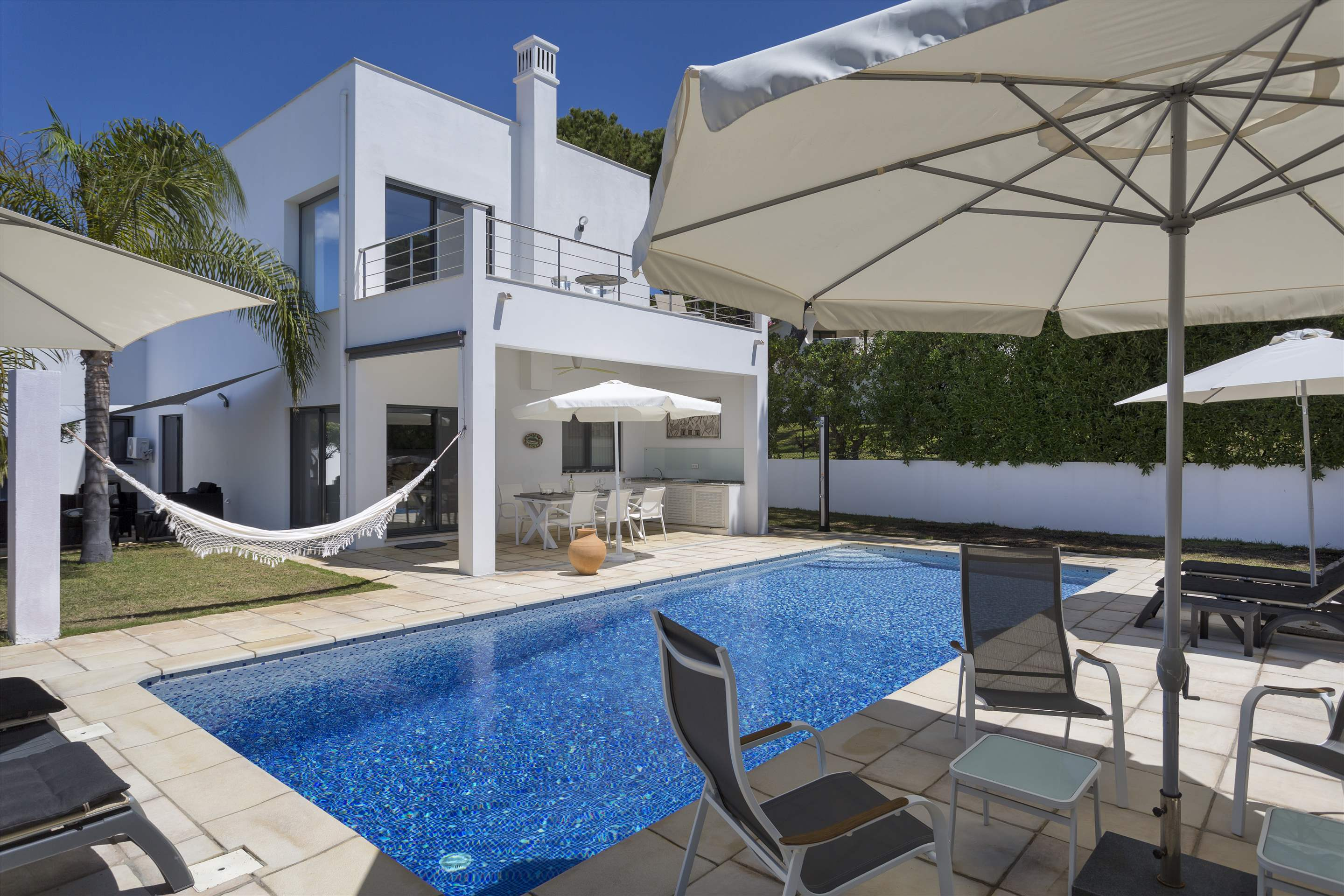 Villa Selena, 2 bedroom villa in Quinta do Lago, Algarve Photo #7