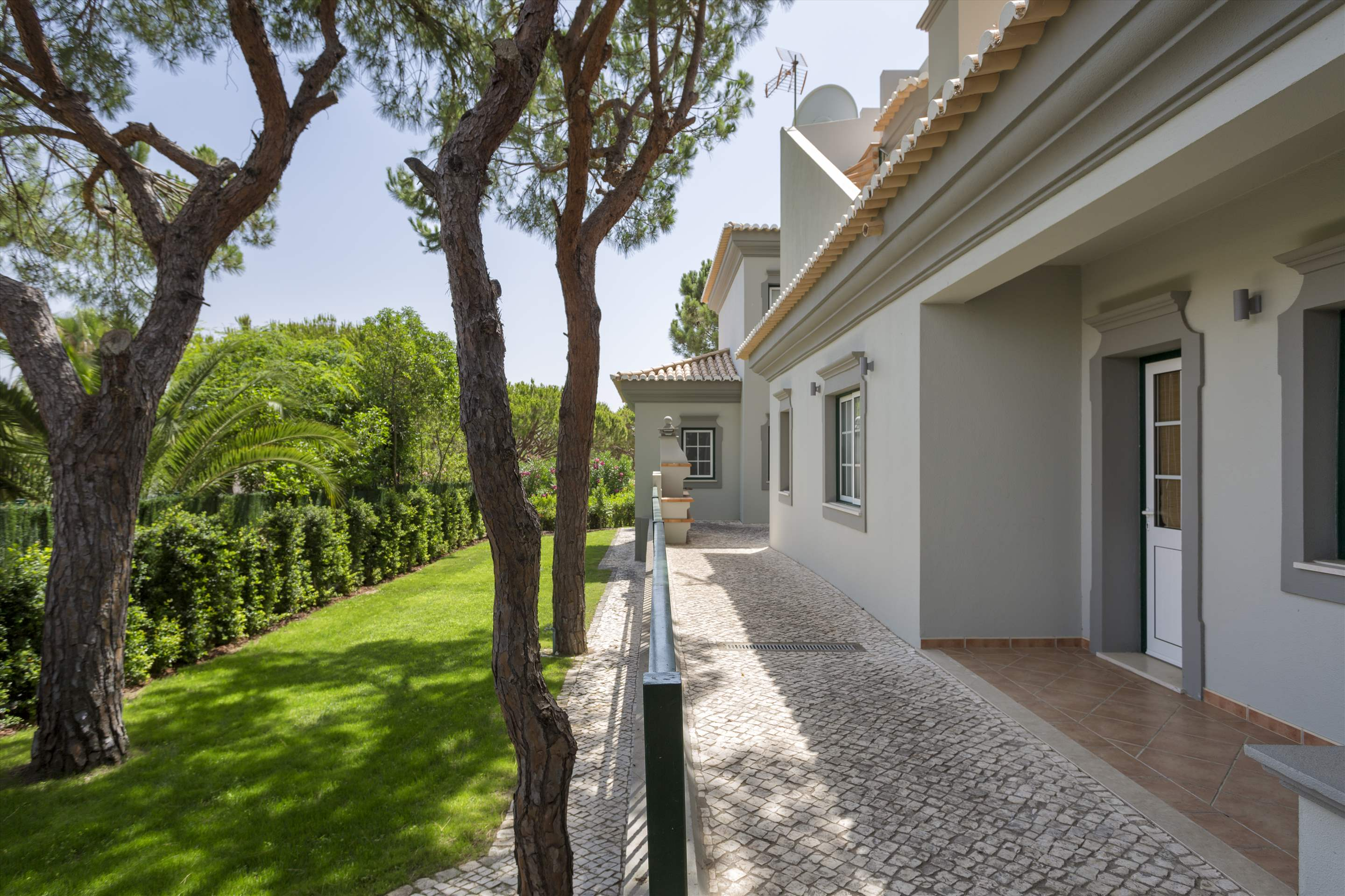 Villa Helena, 4 bedroom villa in Quinta do Lago, Algarve Photo #19