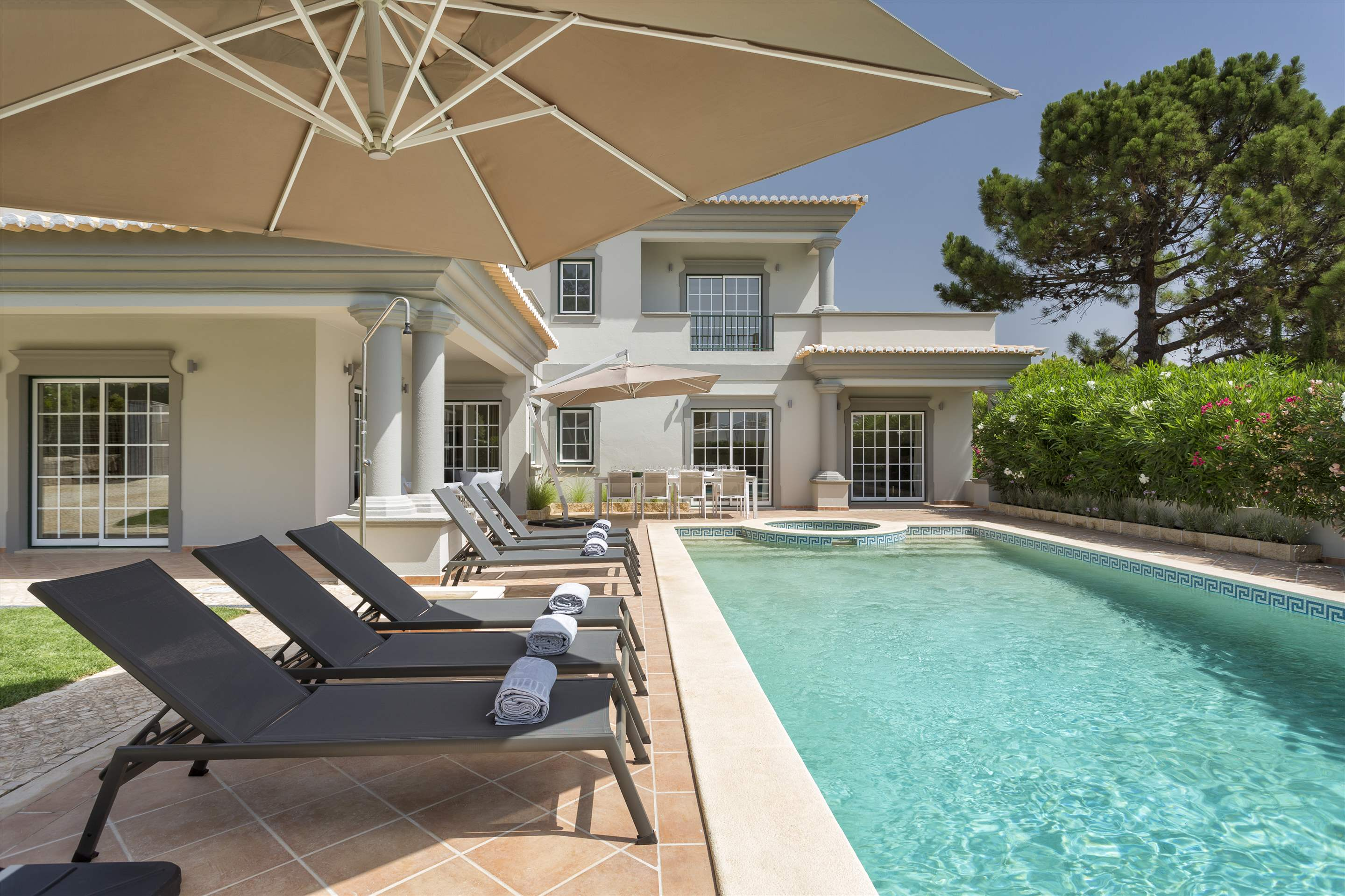 Villa Helena, 4 bedroom villa in Quinta do Lago, Algarve Photo #8