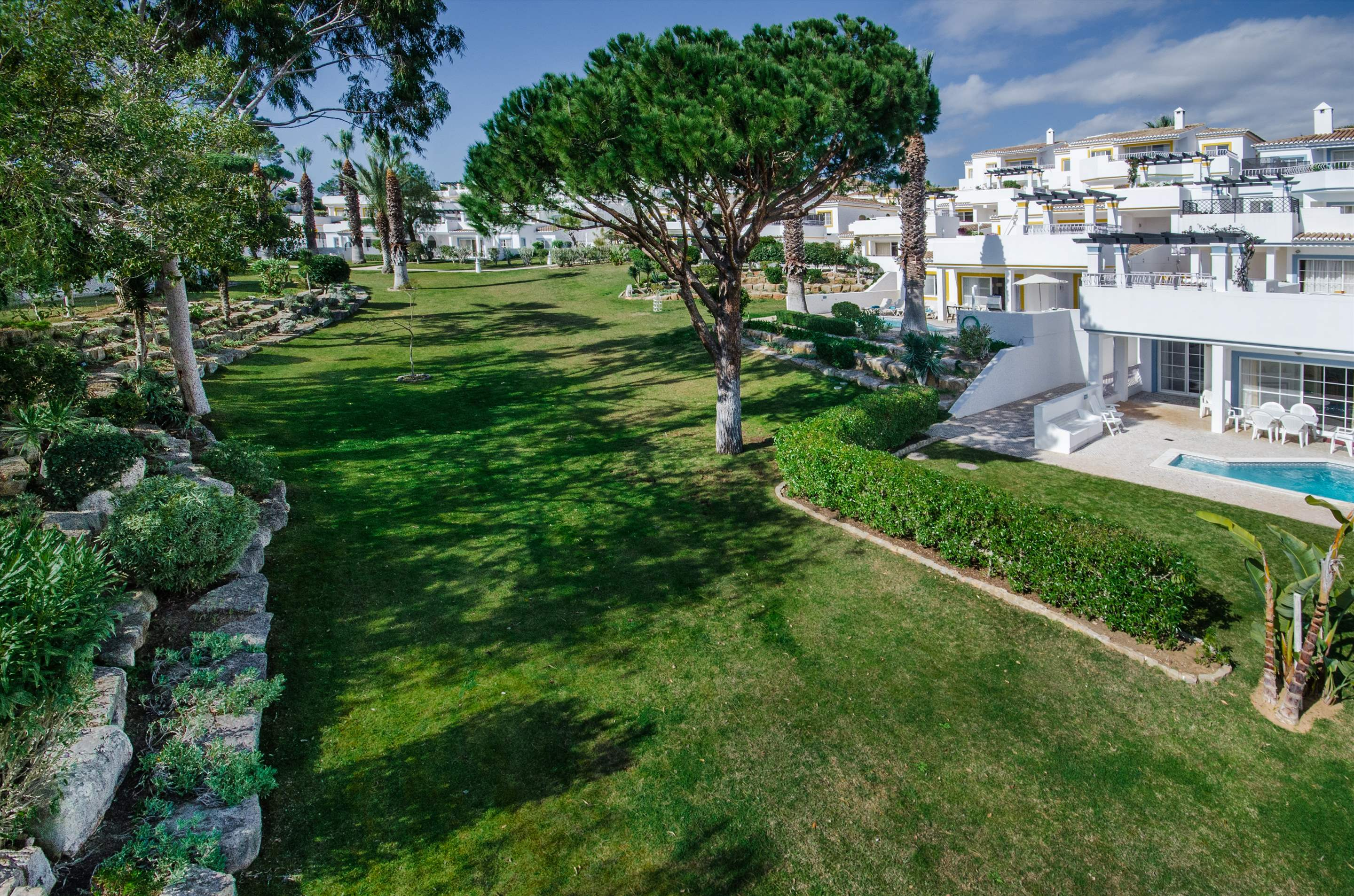 Four Seasons Fairways 3 Bed Hillside Apartment, Thursday Arrival, 3 bedroom villa in Four Seasons Fairways, Algarve Photo #3