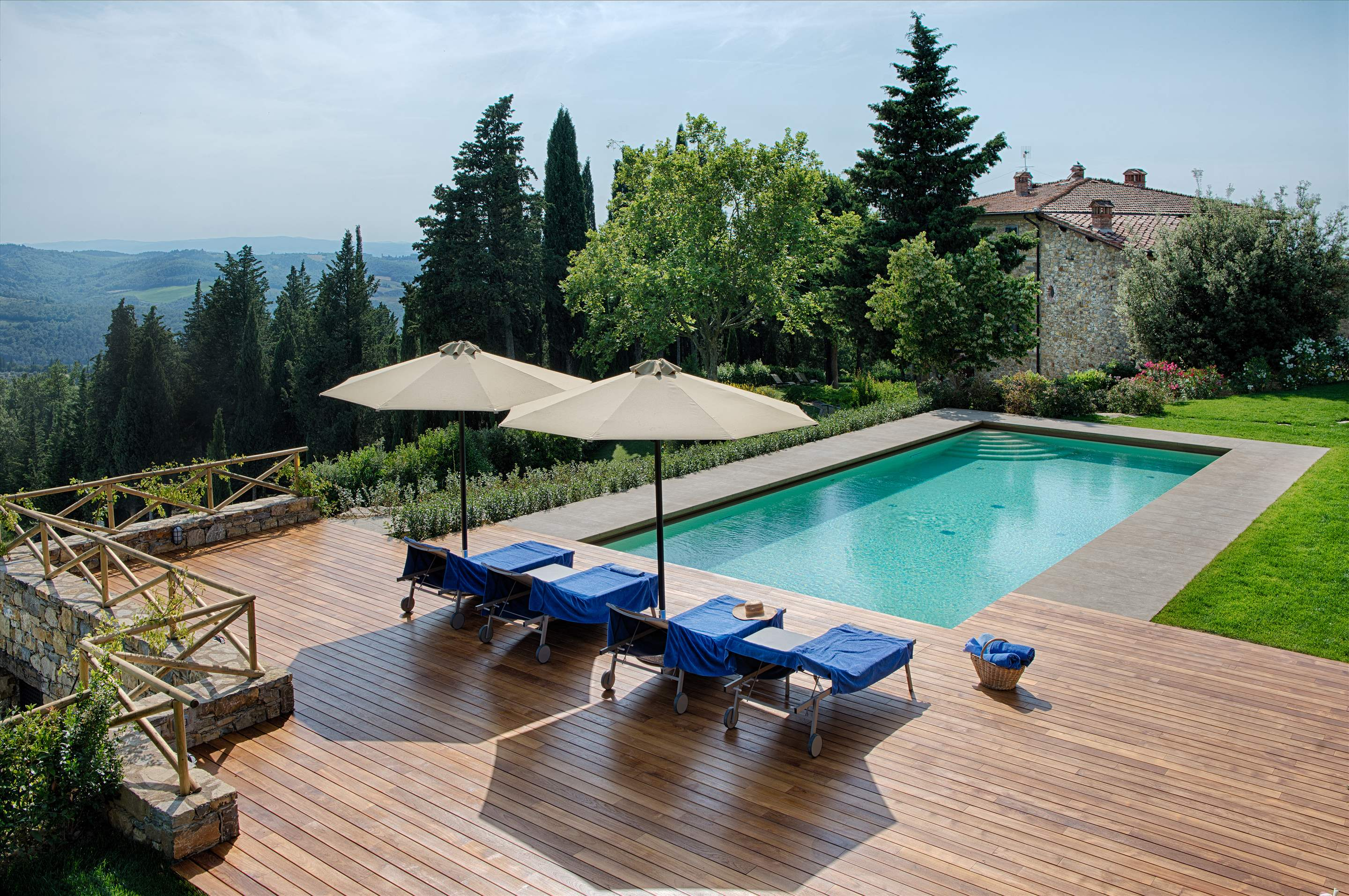 Villa La Valetta, Apt Rosa + 2 Bedrooms, 3 bedroom villa in Chianti & Countryside, Tuscany