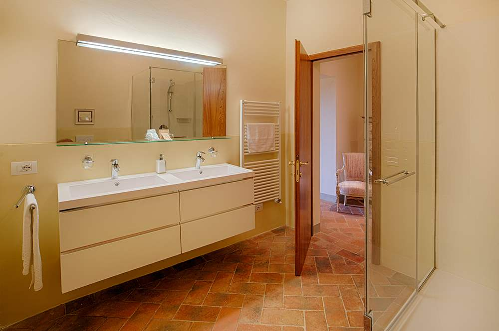 Villa La Valetta, Apt Rosa + 2 Bedrooms, 3 bedroom villa in Chianti & Countryside, Tuscany Photo #10