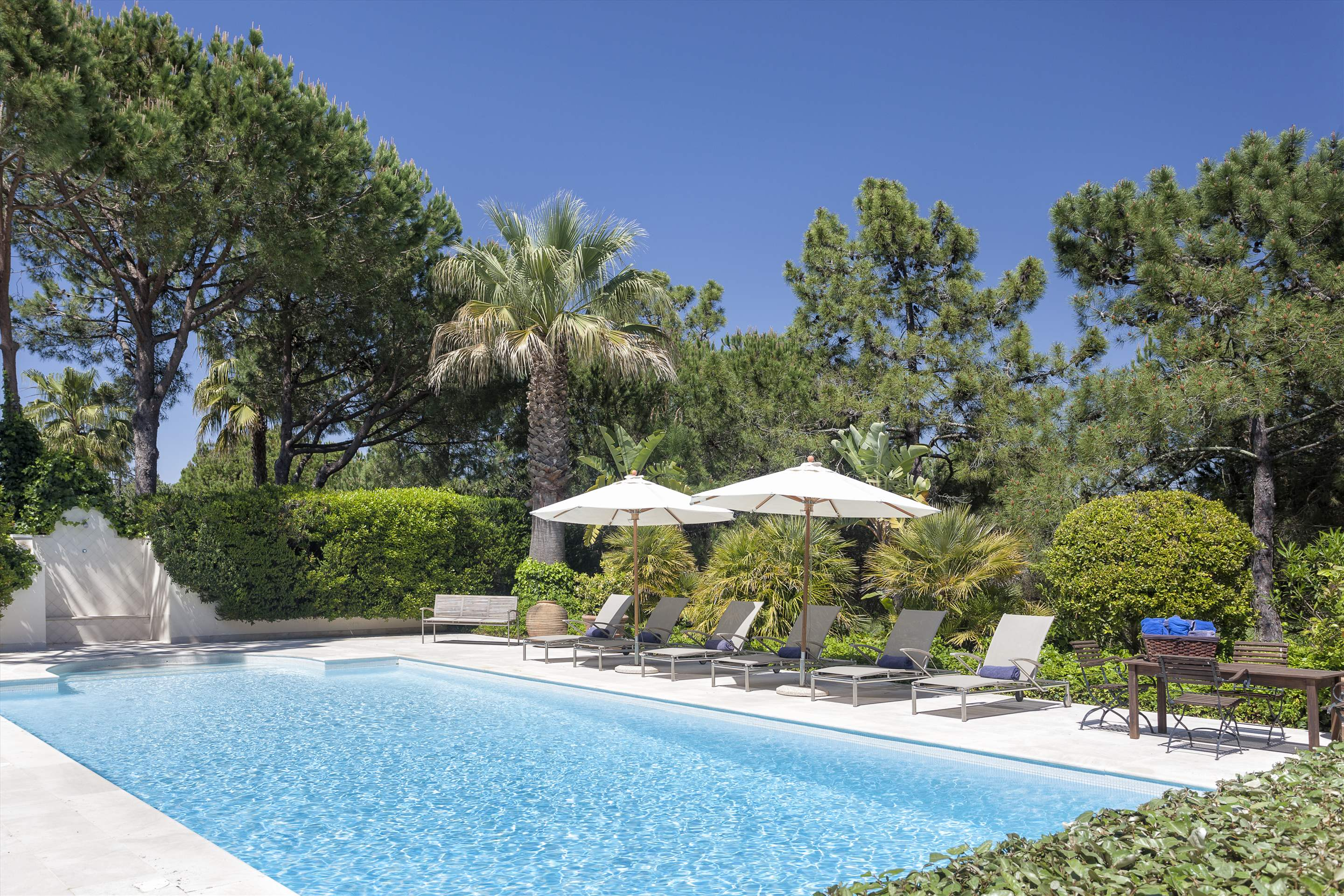 Villa Paula, 5 bedroom villa in Quinta do Lago, Algarve Photo #2