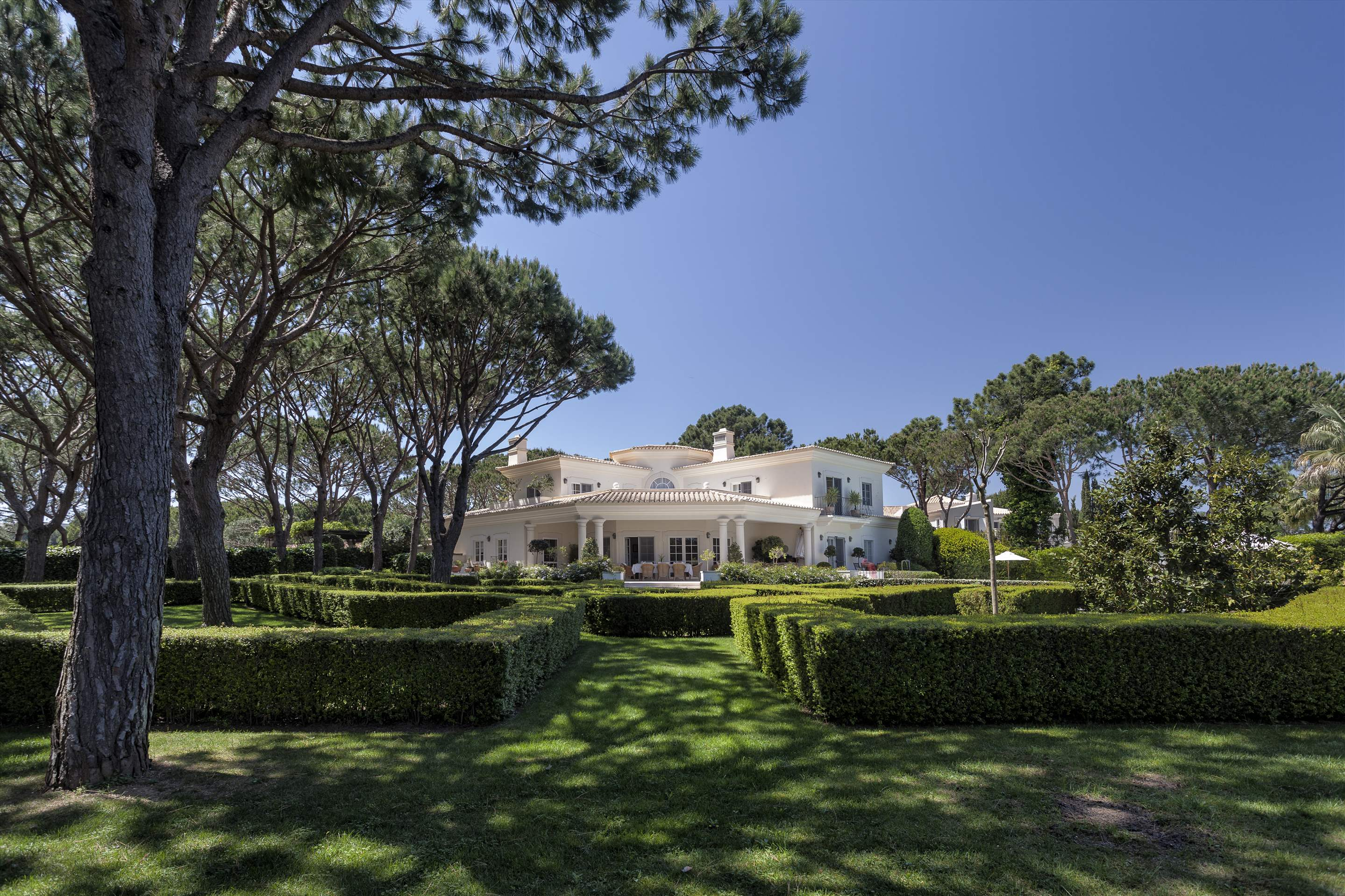 Villa Paula, 5 bedroom villa in Quinta do Lago, Algarve Photo #7