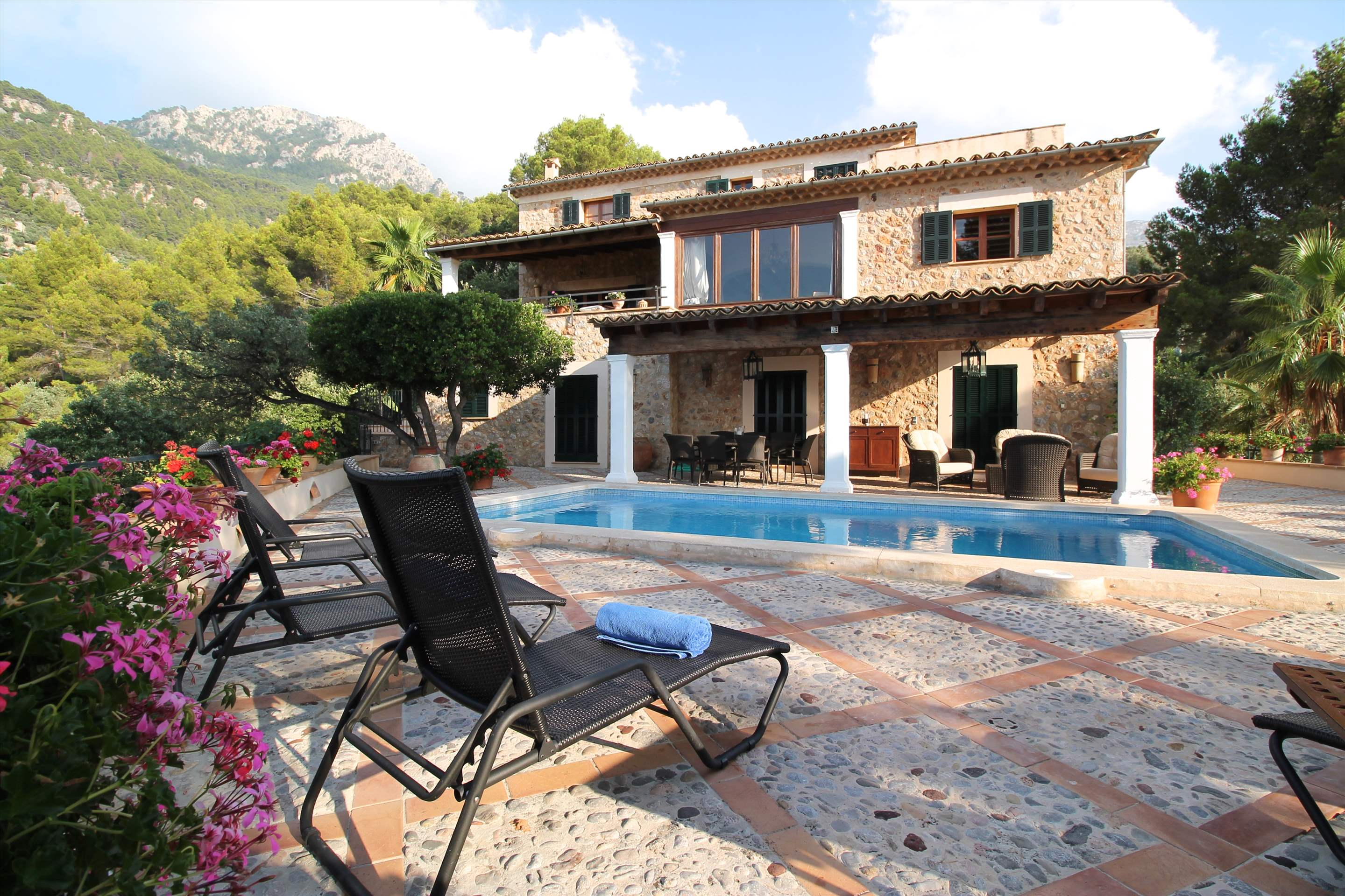 Can Winando, 5 Bedroom Rental, 5 bedroom villa in Soller & Deia, Majorca Photo #14