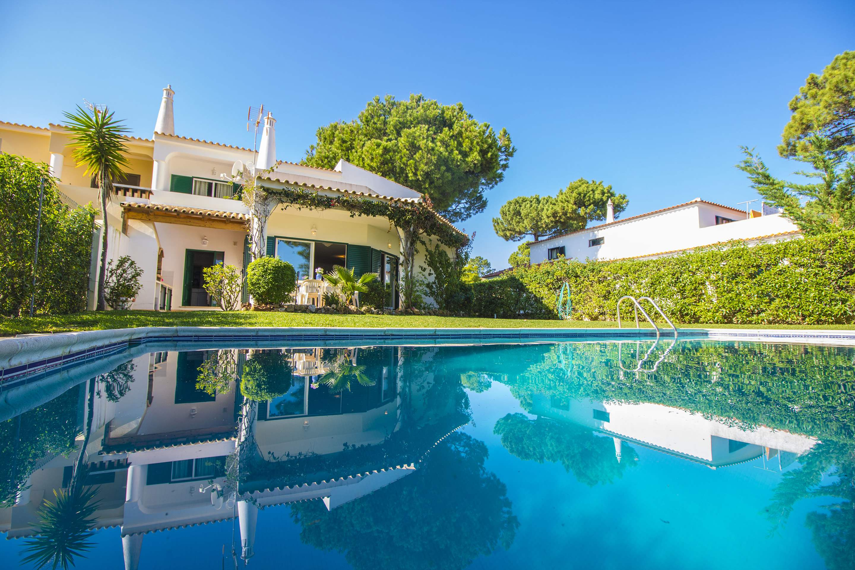 Villa Clara, 4 bedroom villa in Vilamoura Area, Algarve