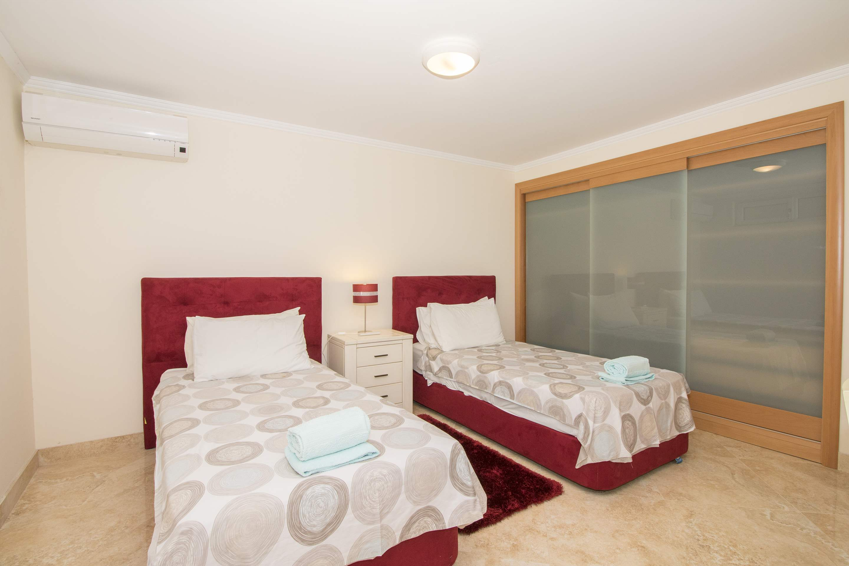 Villa Hera, 6 bedroom villa in Vilamoura Area, Algarve Photo #26