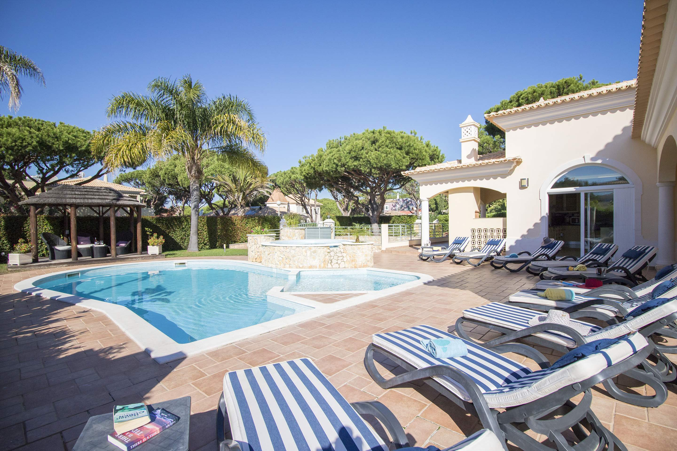 Villa Hera, 6 bedroom villa in Vilamoura Area, Algarve Photo #3