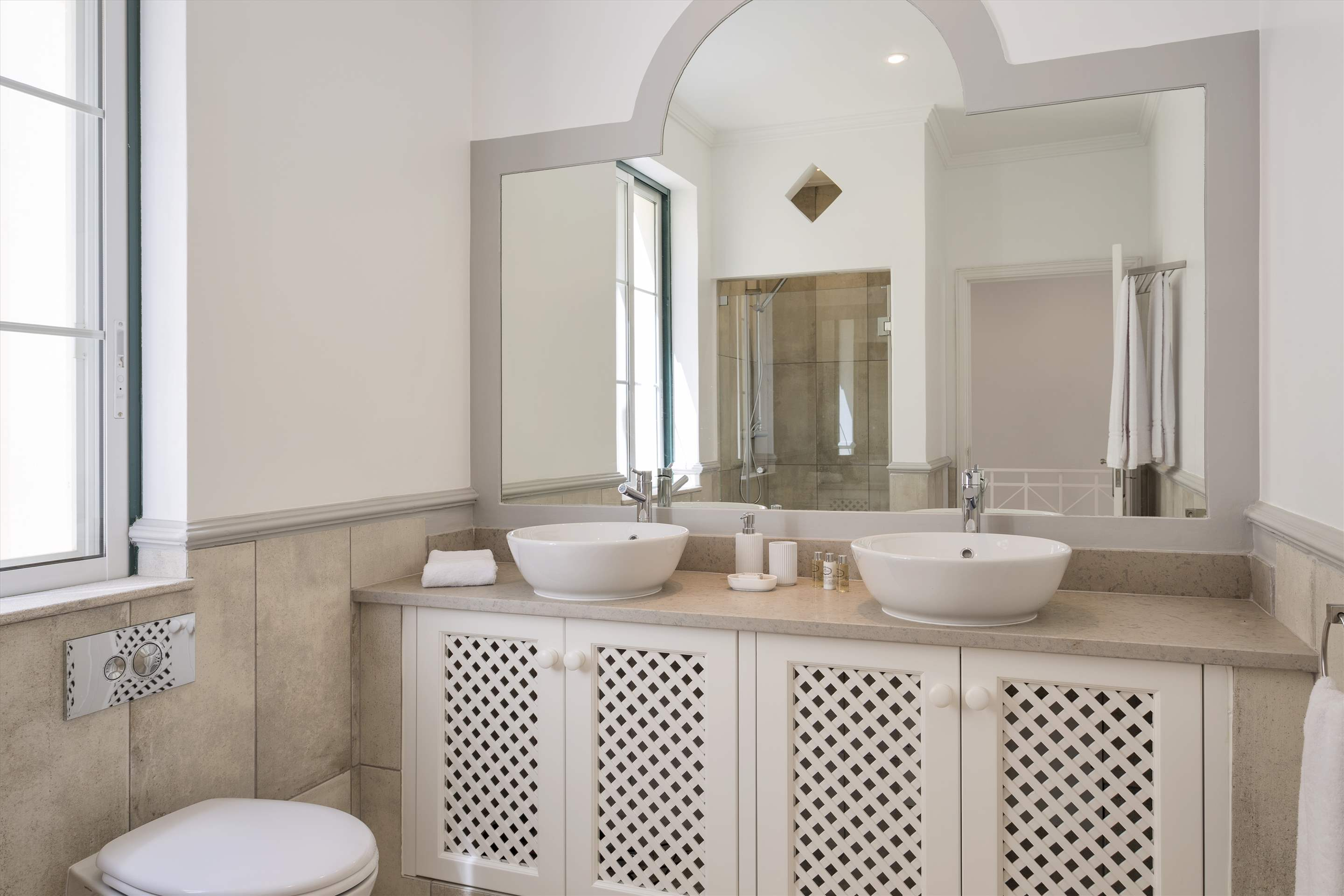 Townhouse Jessica, 3 bedroom villa in Quinta do Lago, Algarve Photo #15