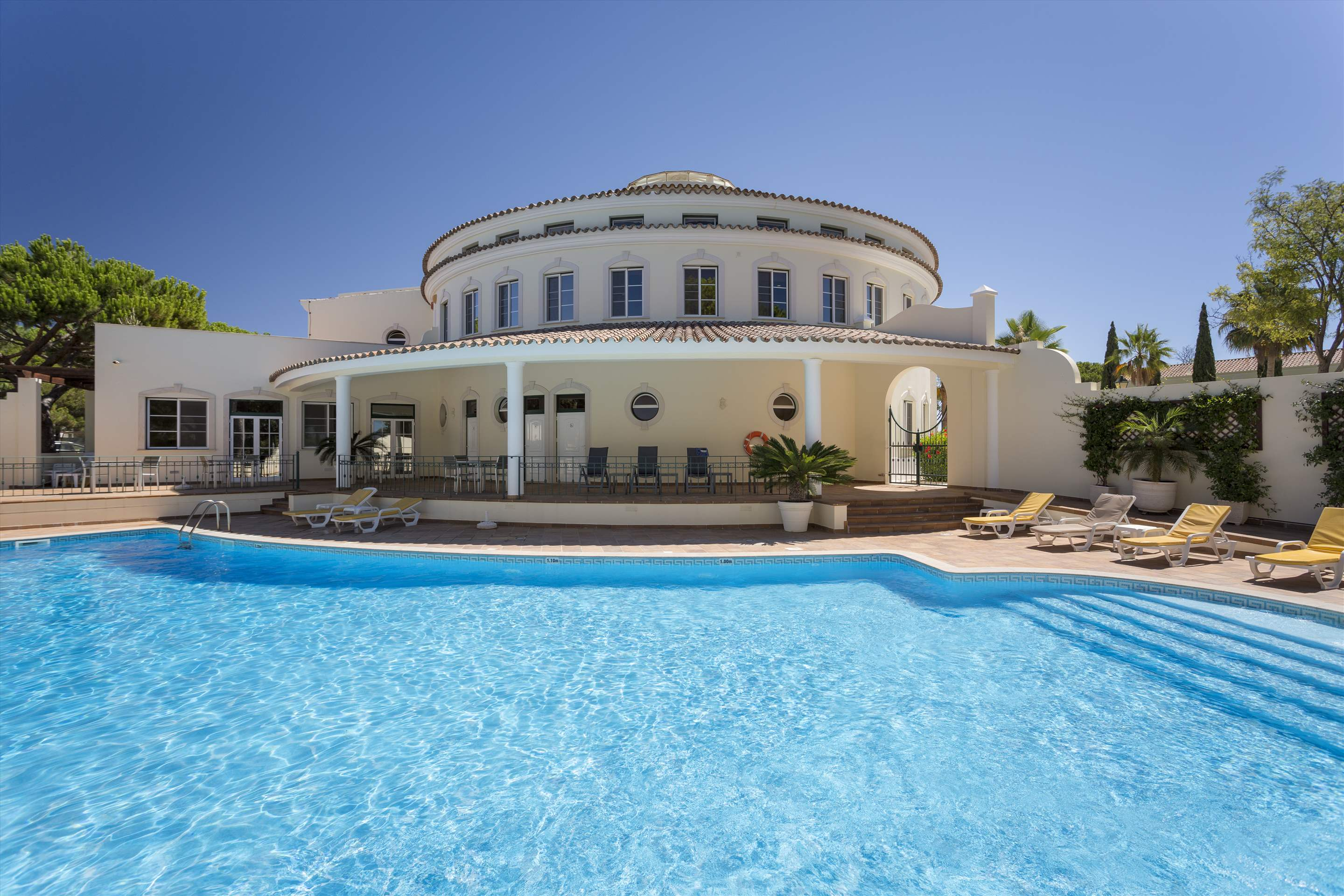 Townhouse Jessica, 3 bedroom villa in Quinta do Lago, Algarve Photo #4