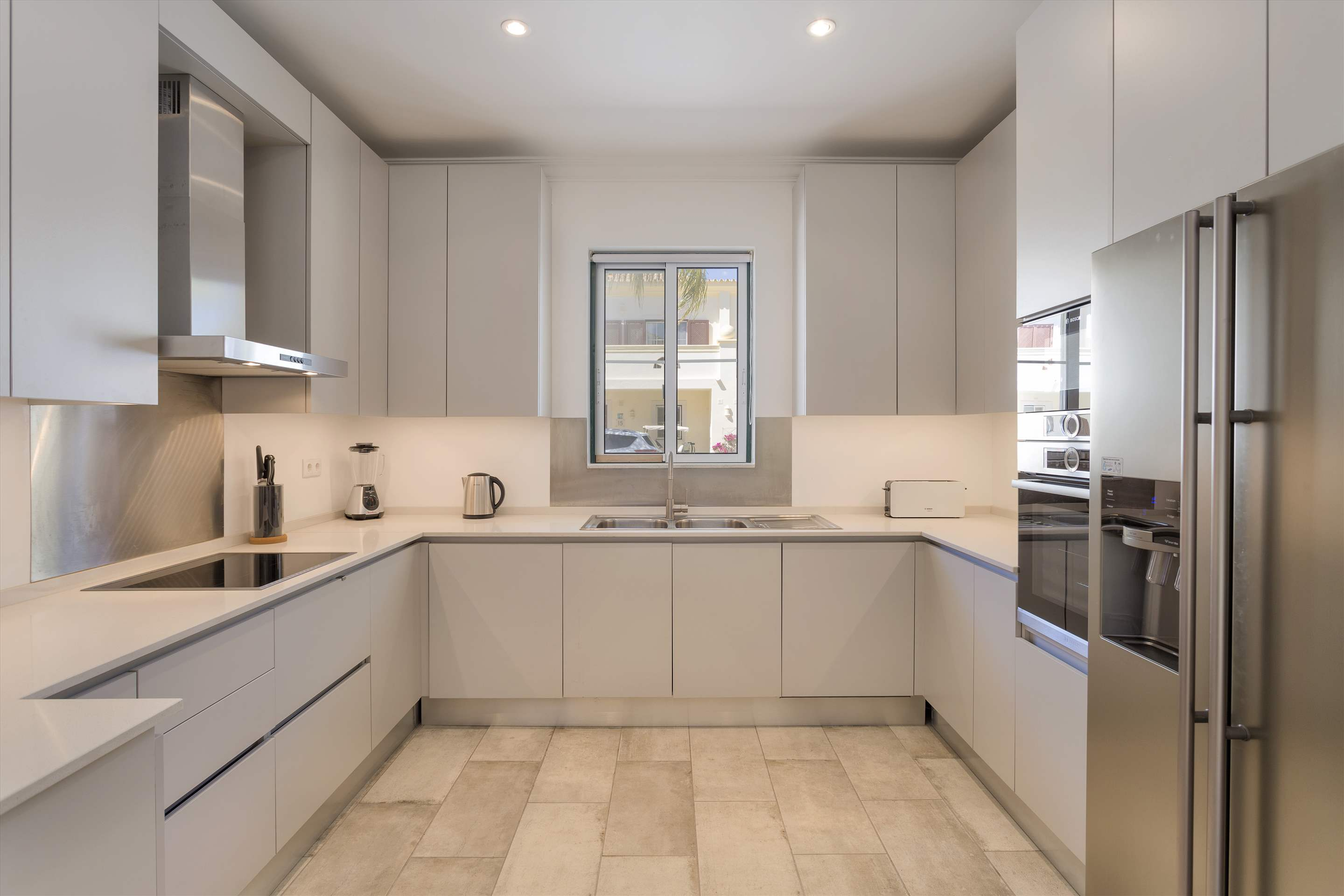 Townhouse Jessica, 3 bedroom villa in Quinta do Lago, Algarve Photo #7