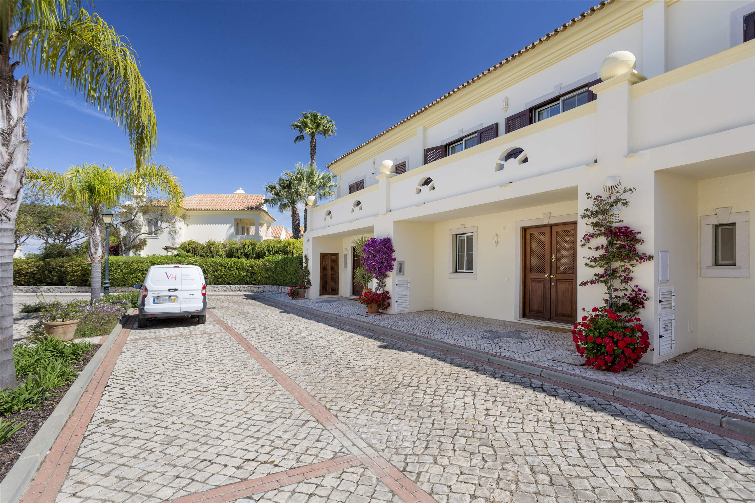 Townhouse Jessica, 3 bedroom villa in Quinta do Lago, Algarve Photo #9