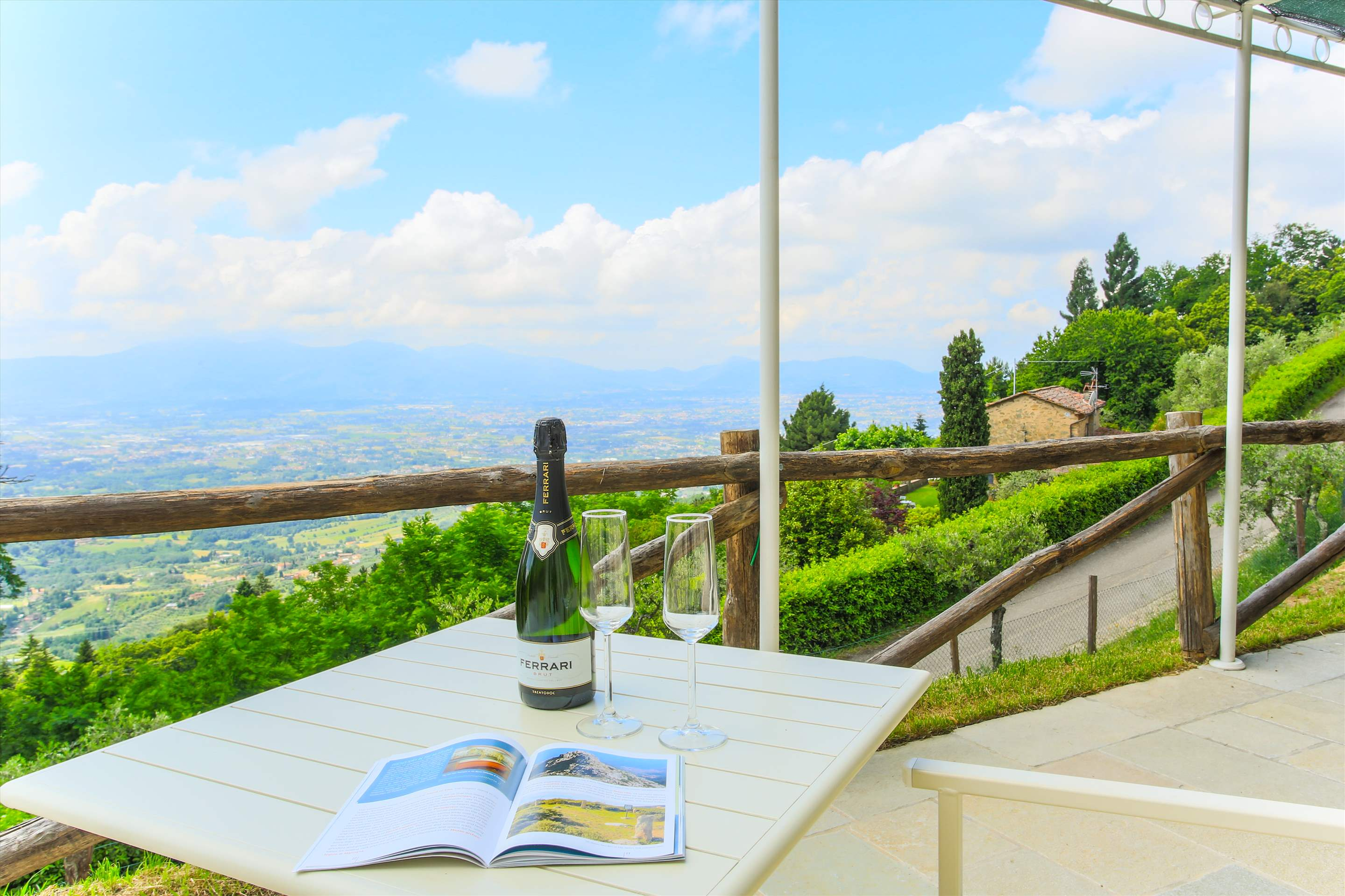 Villa Panorama, 3 bedroom villa in North Tuscany - Pisa & Lucca Area, Tuscany Photo #4