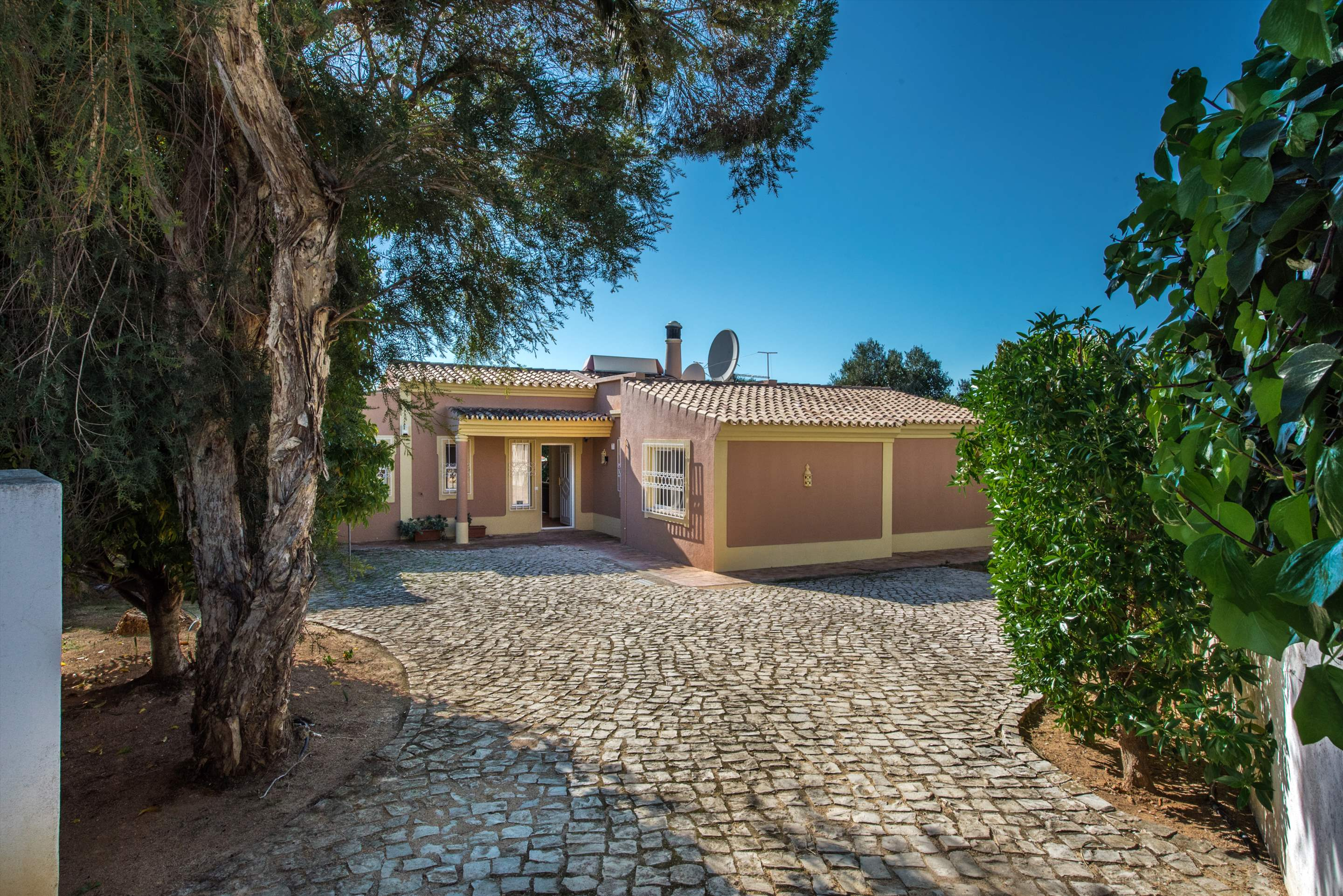 Villa Moinho, 3 bedroom villa in Gale, Vale da Parra and Guia, Algarve Photo #8