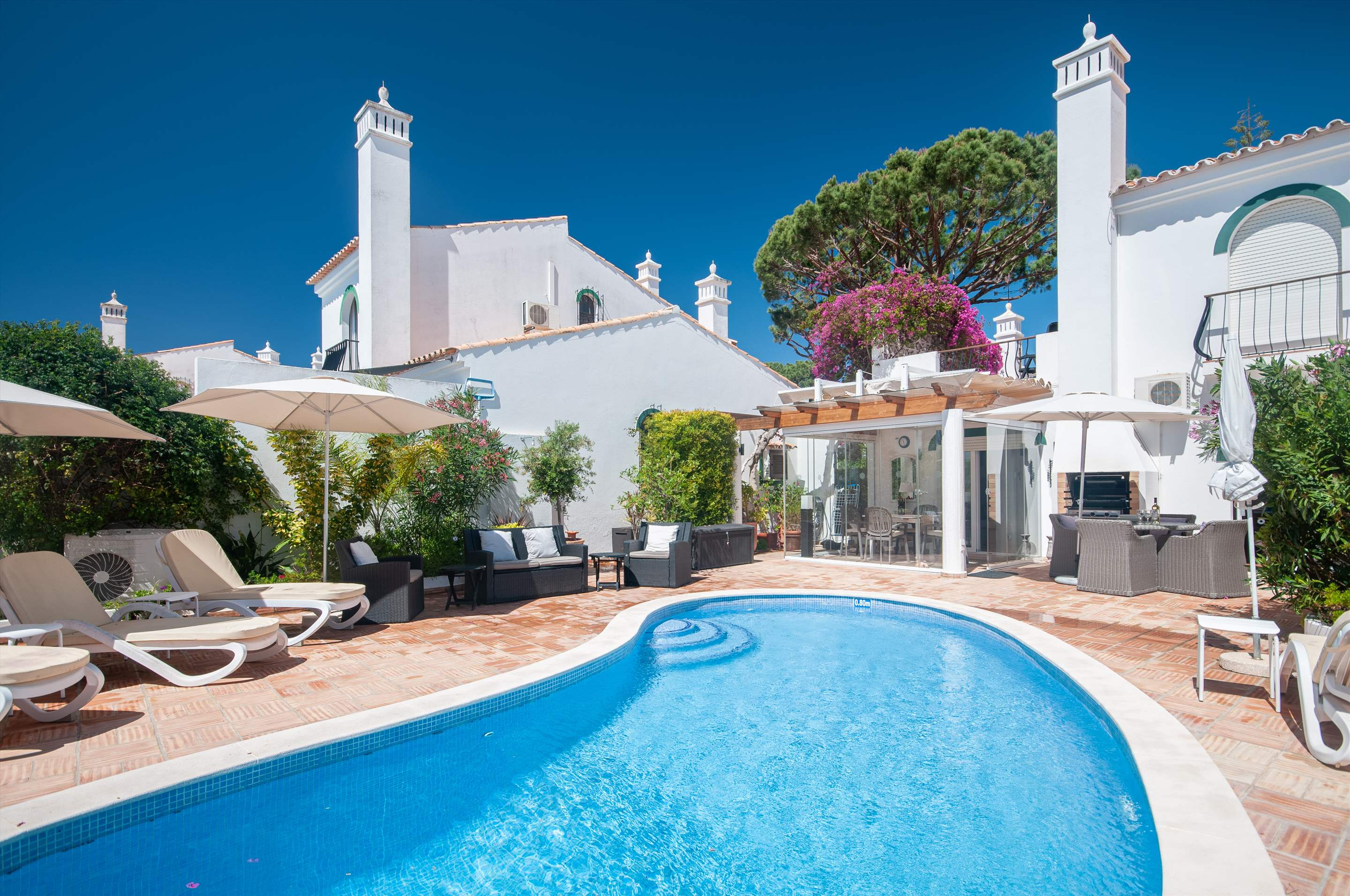 Villa Camarada, 2 bedroom villa in Dunas Douradas, Algarve Photo #1