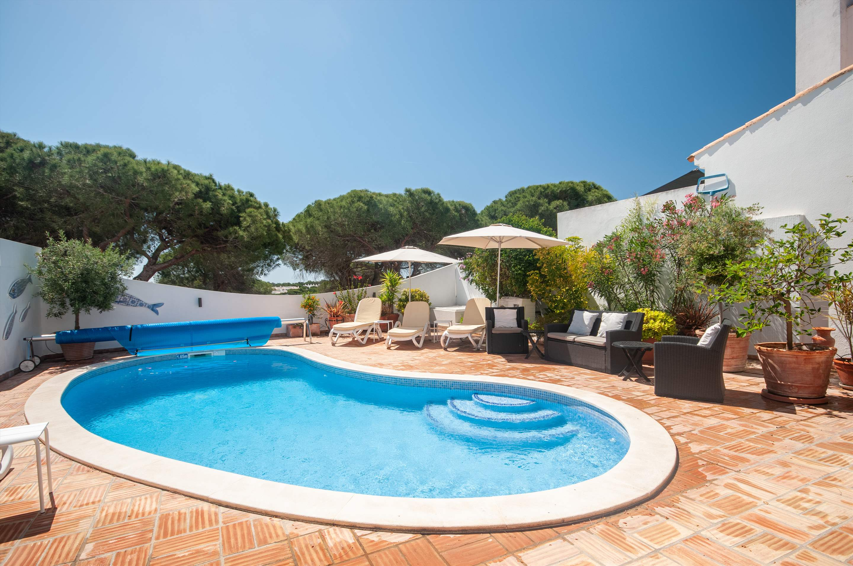 Villa Camarada, 2 bedroom villa in Dunas Douradas, Algarve Photo #3