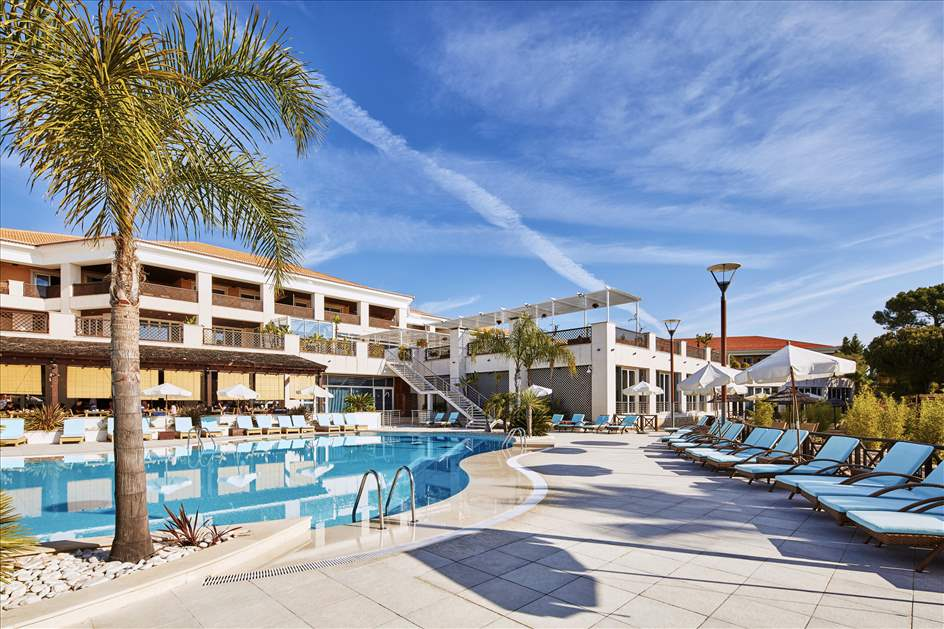 Wyndham Grand Algarve 1 Bedroom, Sunset Suite, Room Only, 1 apartment in Wyndham Grand Algarve, Algarve