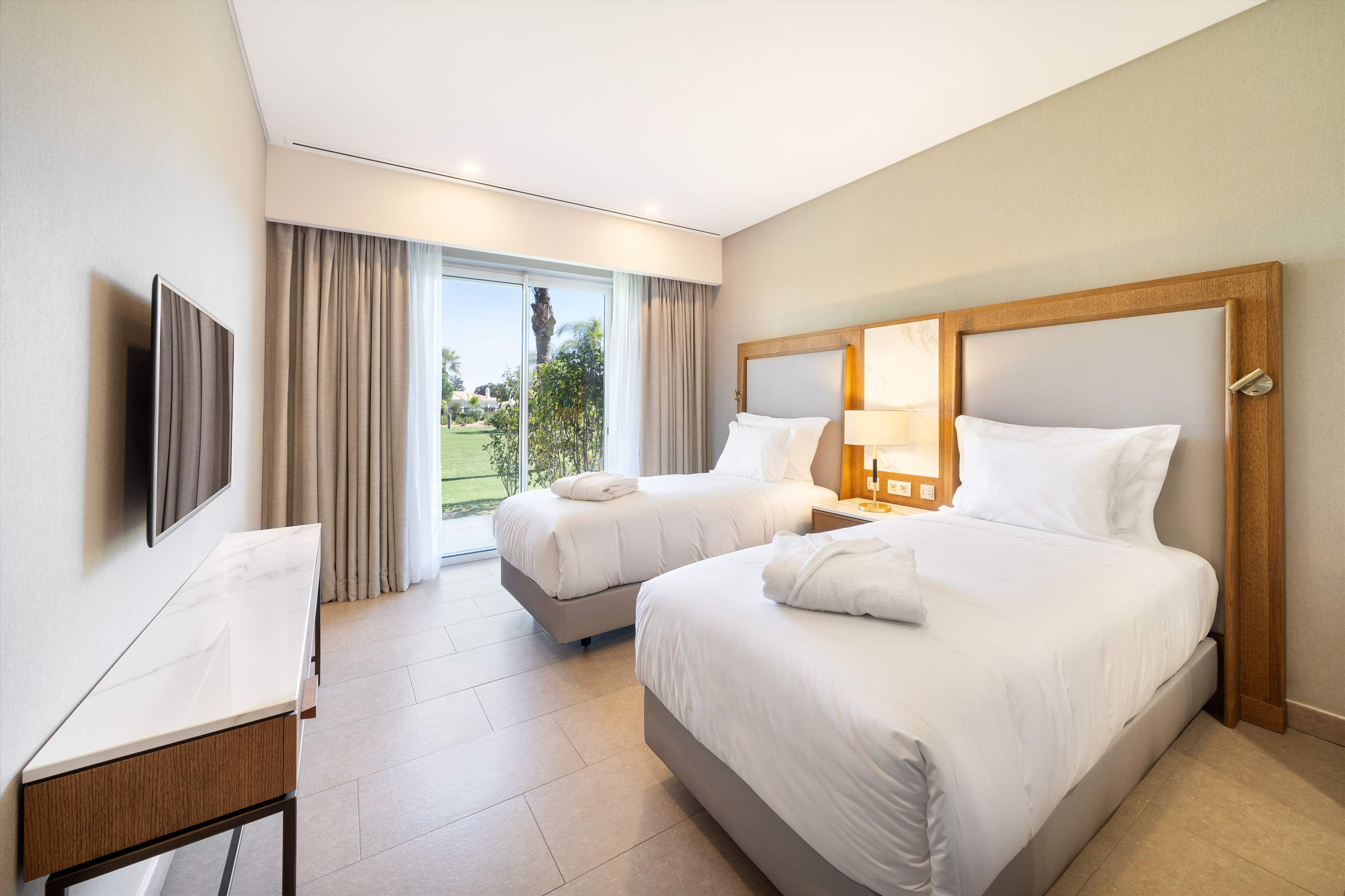 Wyndham Grand Algarve 2 Bedroom, Deluxe Family Suite, Pool Side, Room Only, 2 bedroom apartment in Wyndham Grand Algarve, Algarve Photo #9