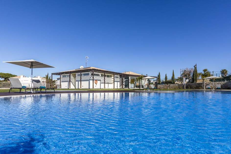 Hello Villas, 2 bed Family Villa, 2 resort in Carvoeiro Area, Algarve