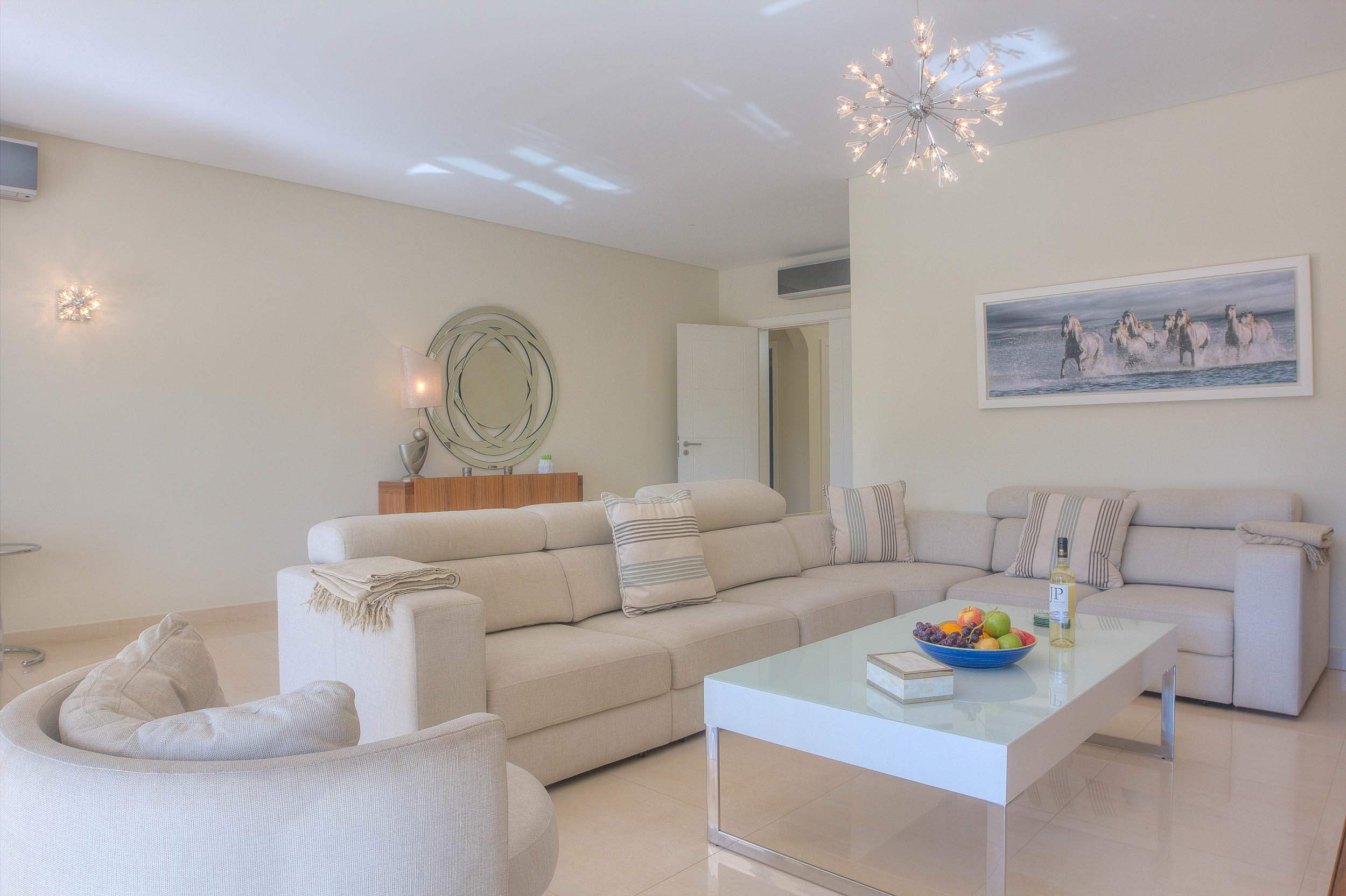 Villa Vida Doce, 6 bedroom villa in Vilamoura Area, Algarve Photo #4