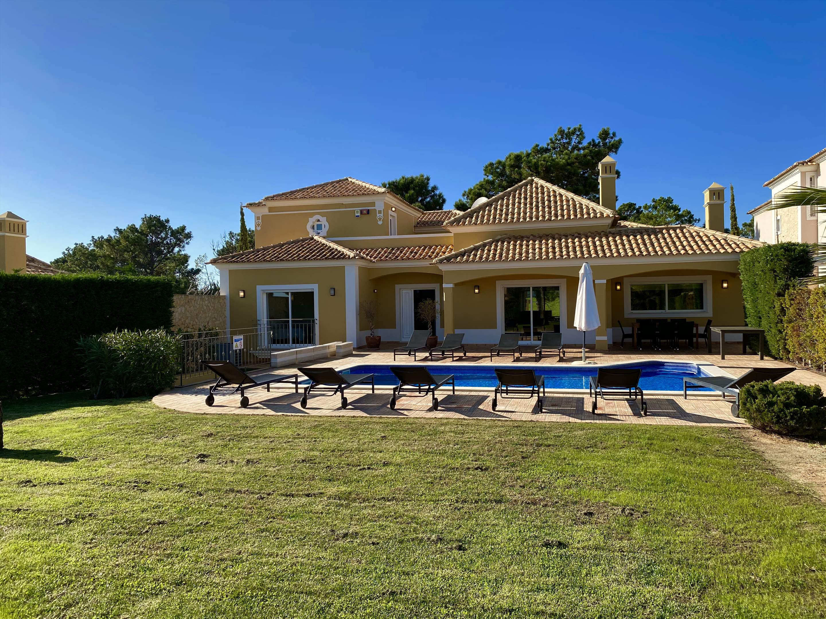 The Ocean Villas, 5 bedroom villa in Gale, Vale da Parra and Guia, Algarve