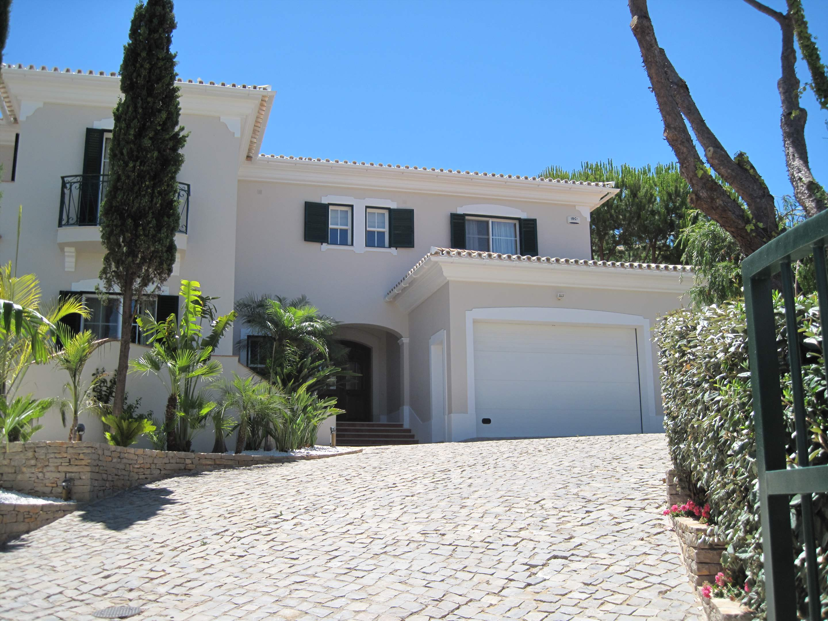 Villa Ariana, 4 bedroom villa in Dunas Douradas, Algarve Photo #10