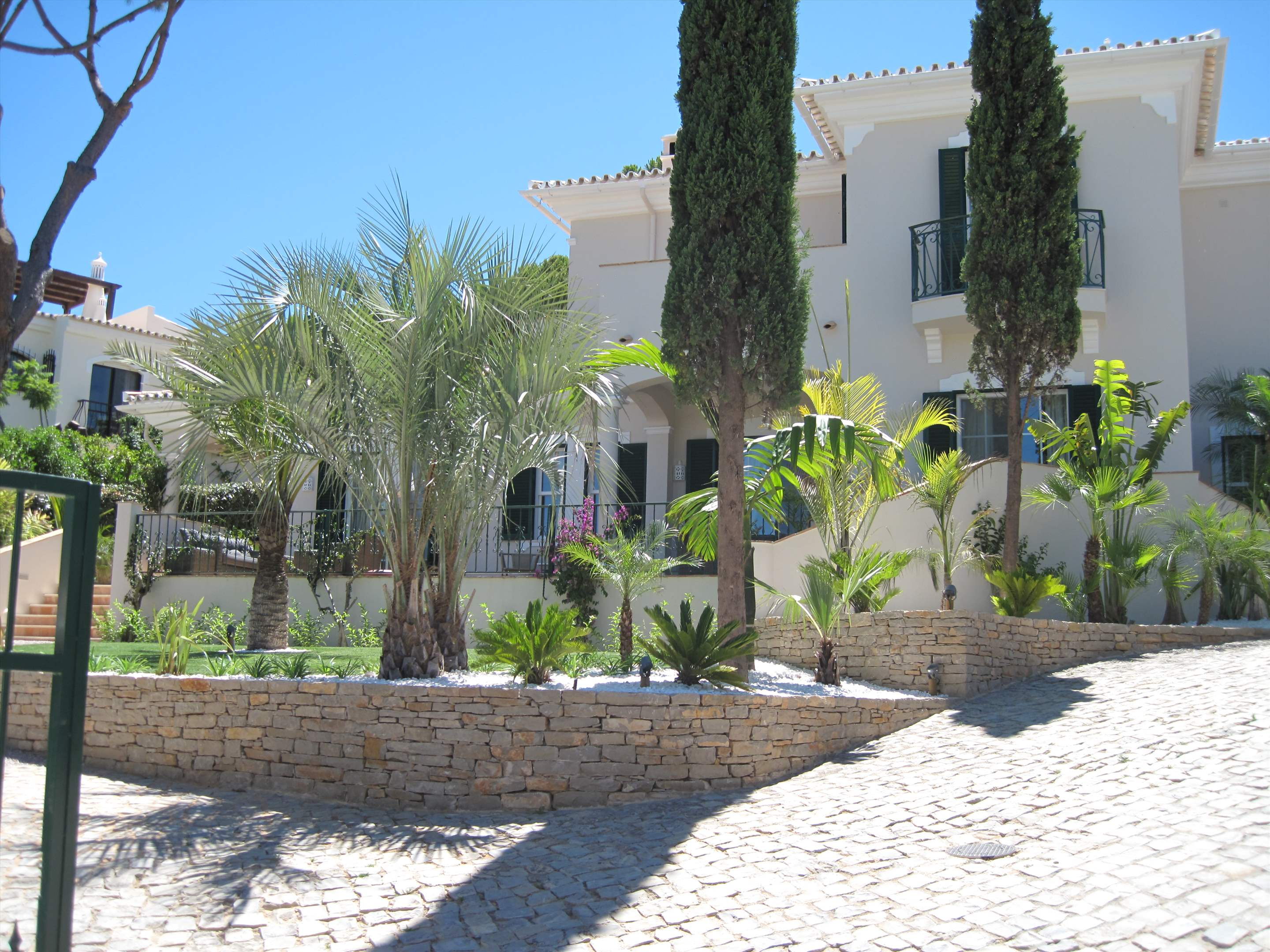 Villa Ariana, 4 bedroom villa in Dunas Douradas, Algarve Photo #4