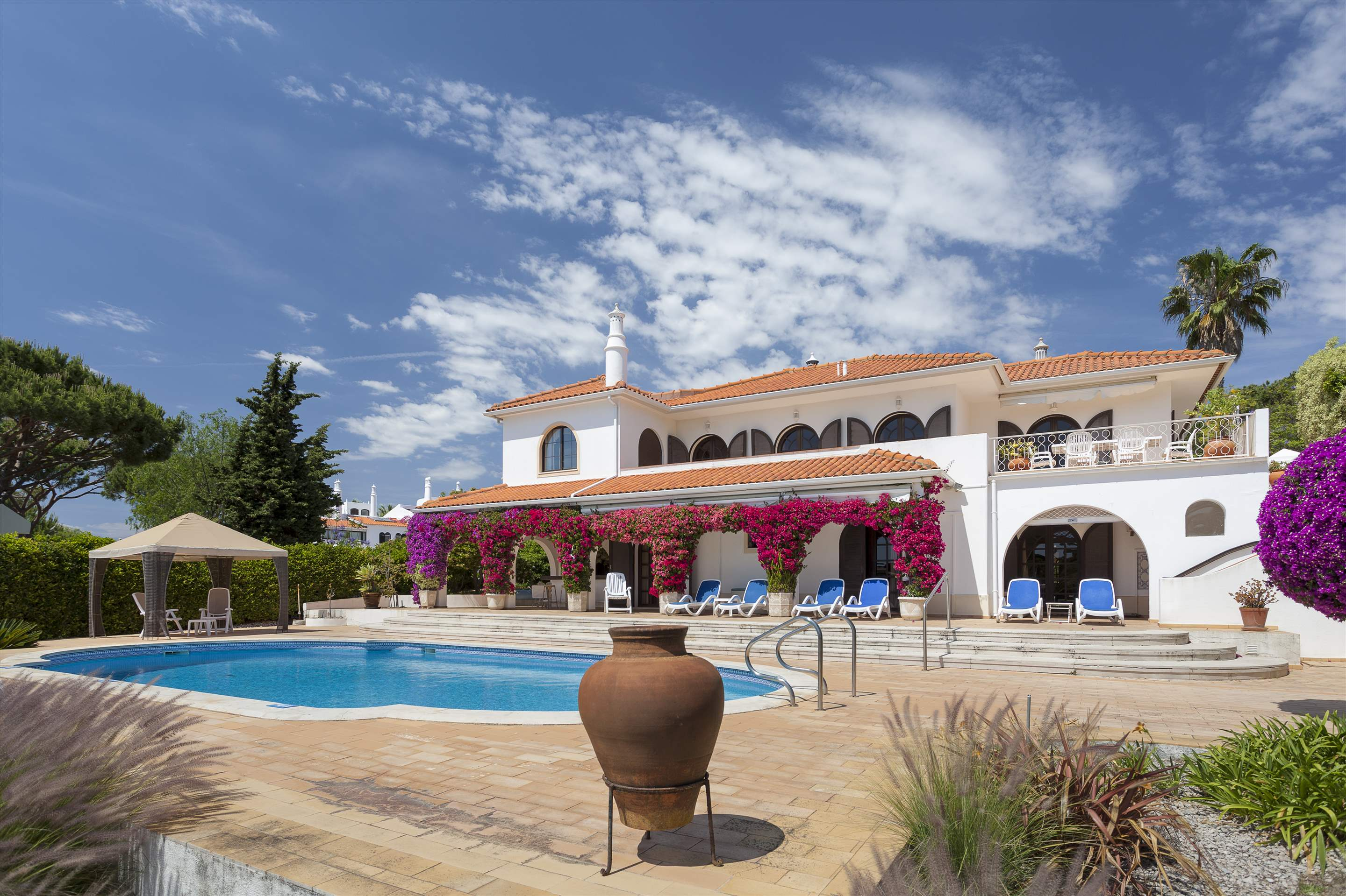 Villa Lake View, 4 bedroom villa in Quinta do Lago, Algarve Photo #1