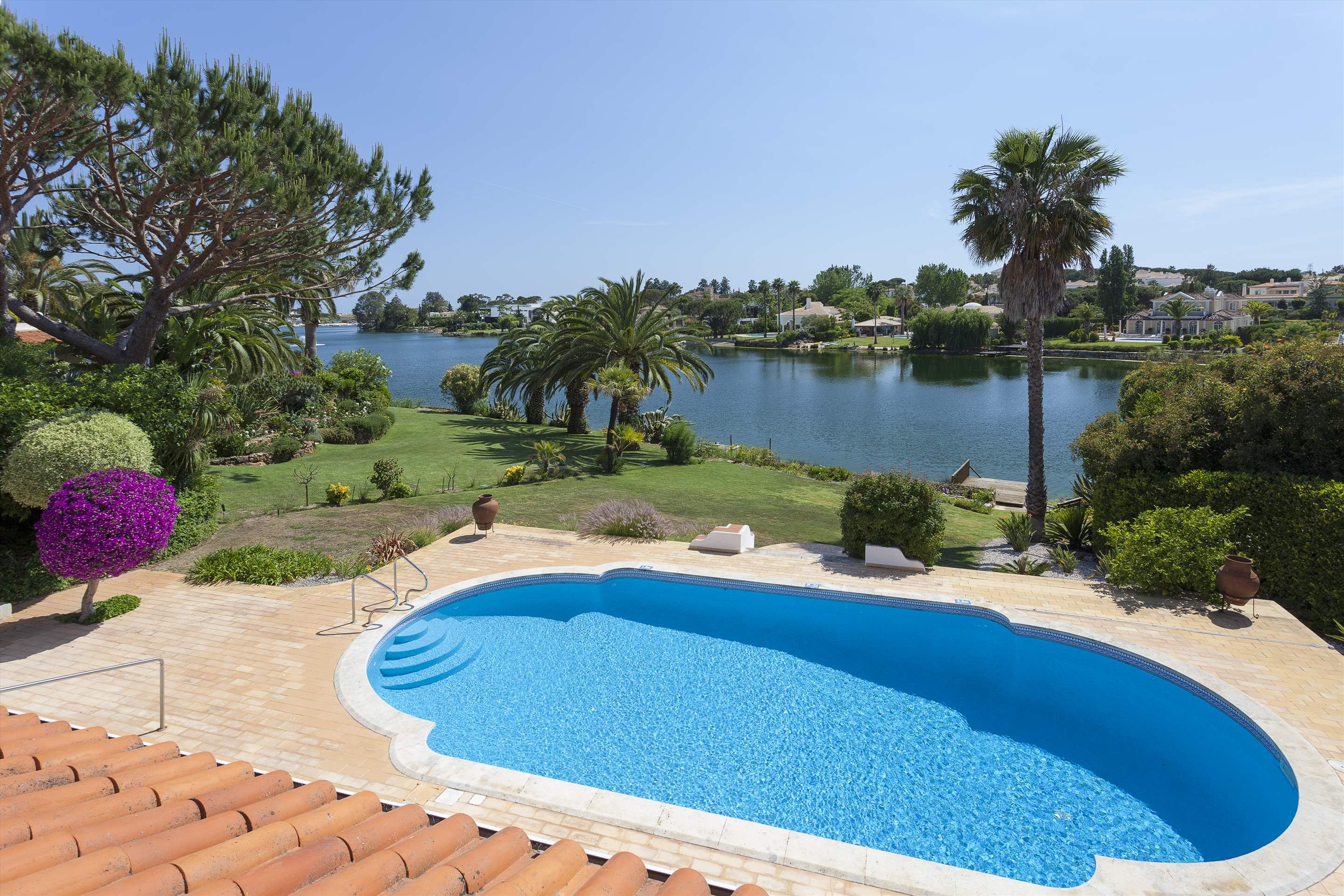 Villa Lake View, 4 bedroom villa in Quinta do Lago, Algarve Photo #16