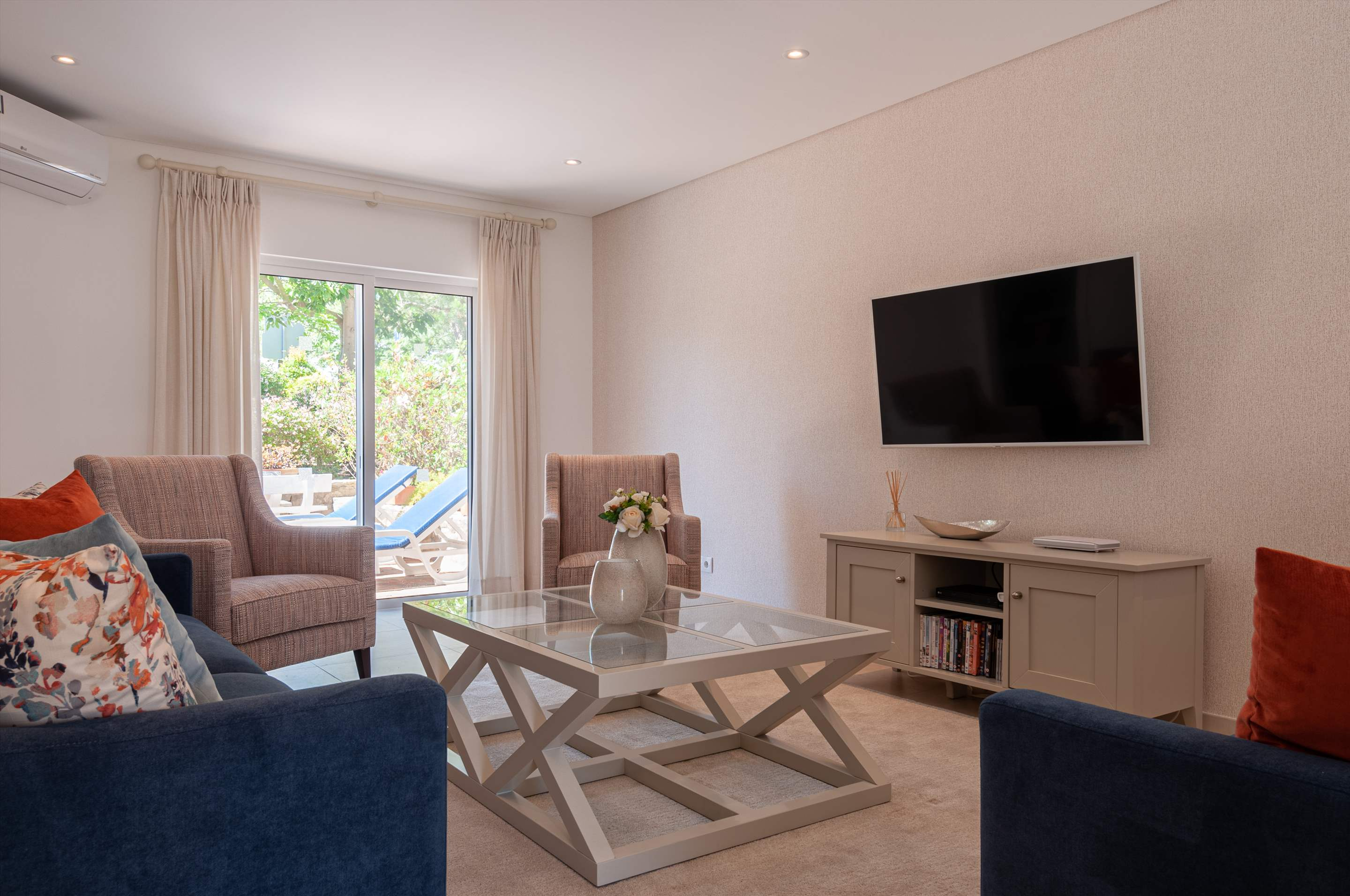 Villa Carmo, 3 bedroom villa in Vale do Lobo, Algarve Photo #6