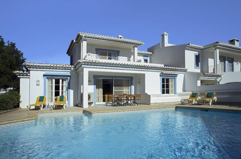 Four Seasons Fairways 2 Bed Cluster Villa, Thursday Arrival, 2 villa in Four Seasons Fairways, Algarve