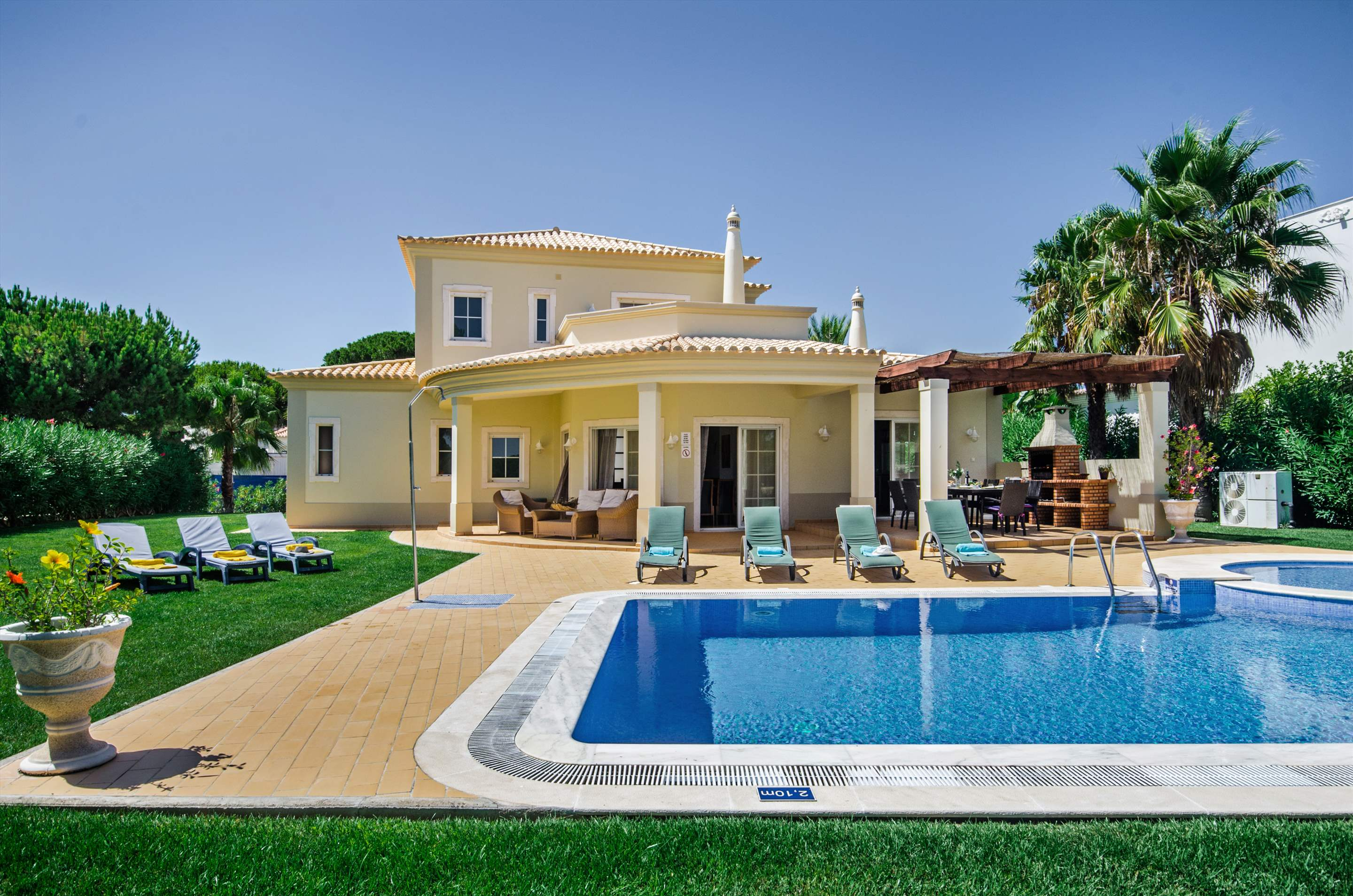 Villa Alexa, 4 bedroom villa in Vilamoura Area, Algarve